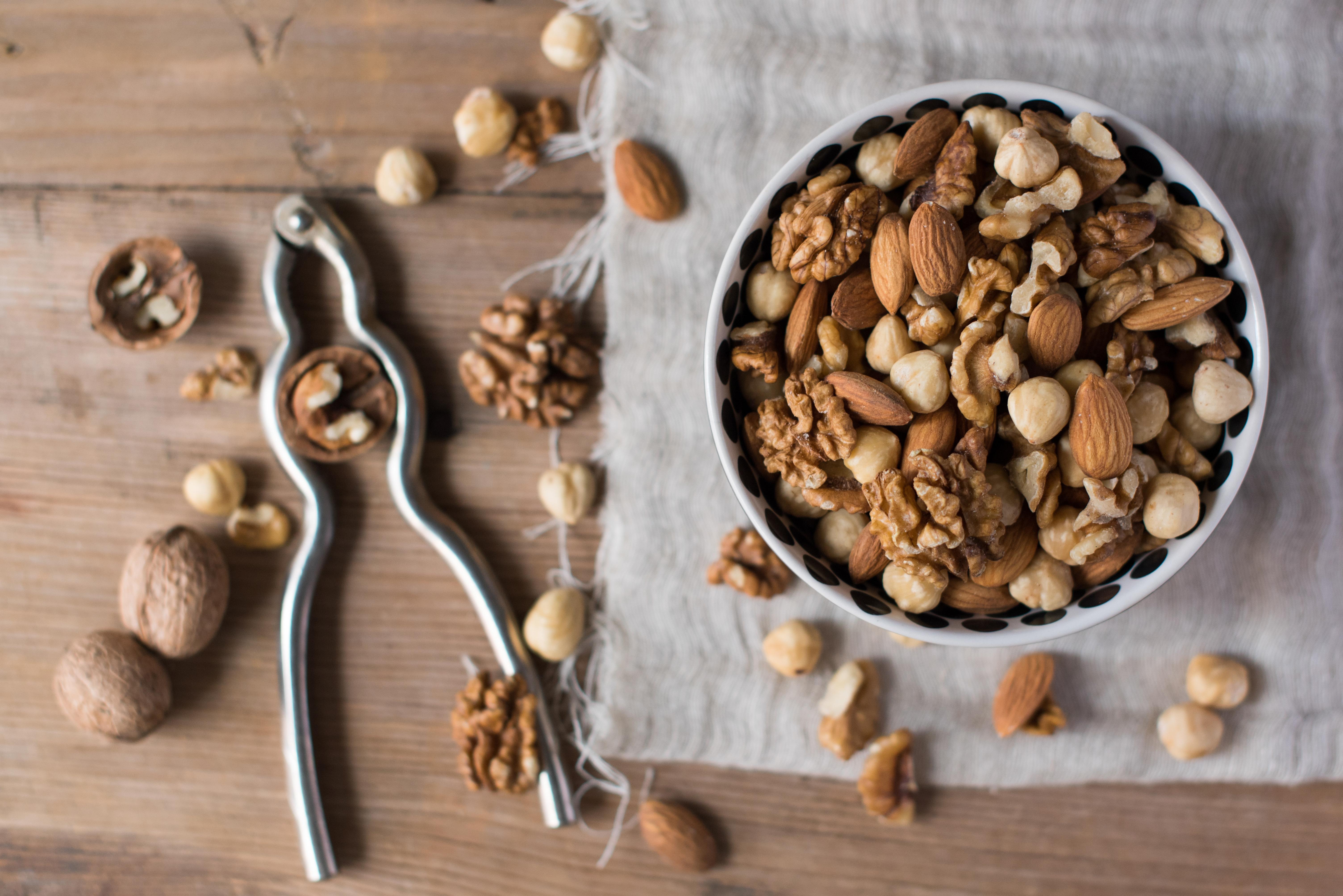 Image: Walnuts, almonds and hazelnuts