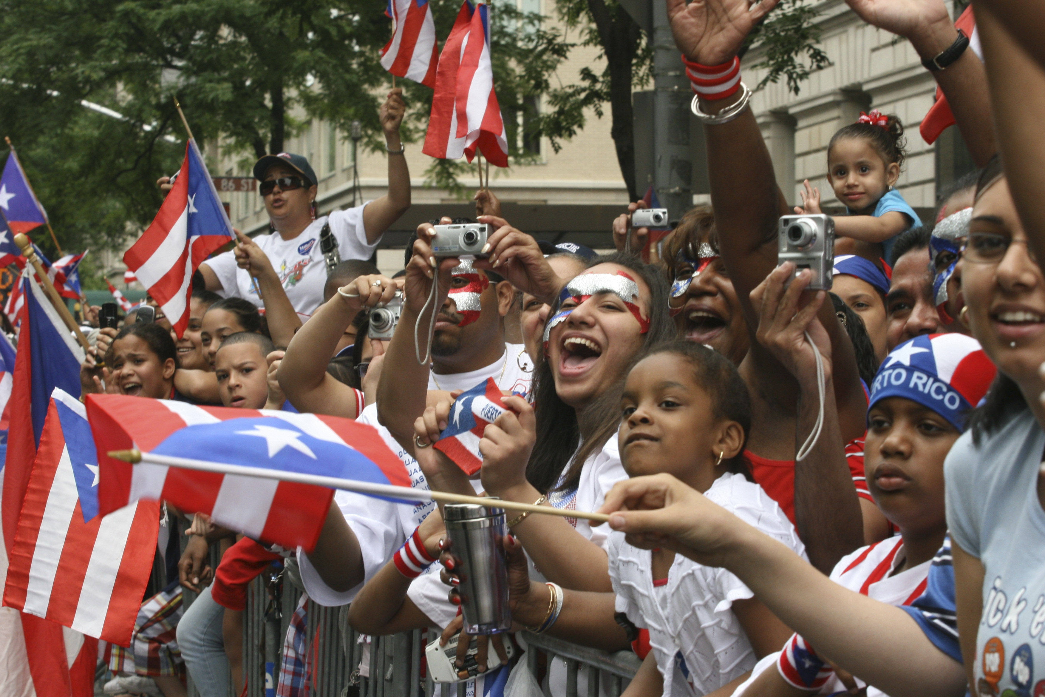 Puerto rican day parade stirs controversy loses sponsors for Puerto rican