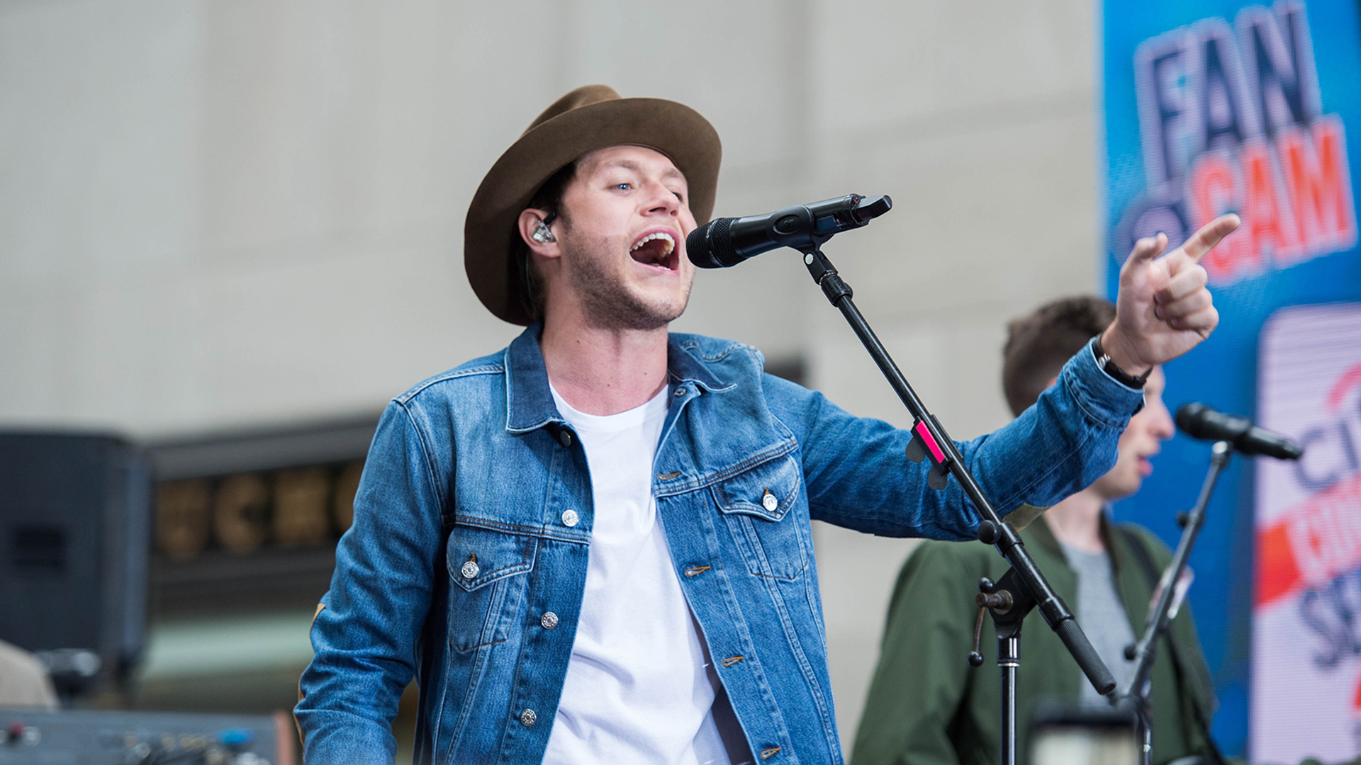 Niall Horan Takes The Stage See His Concert On The Today
