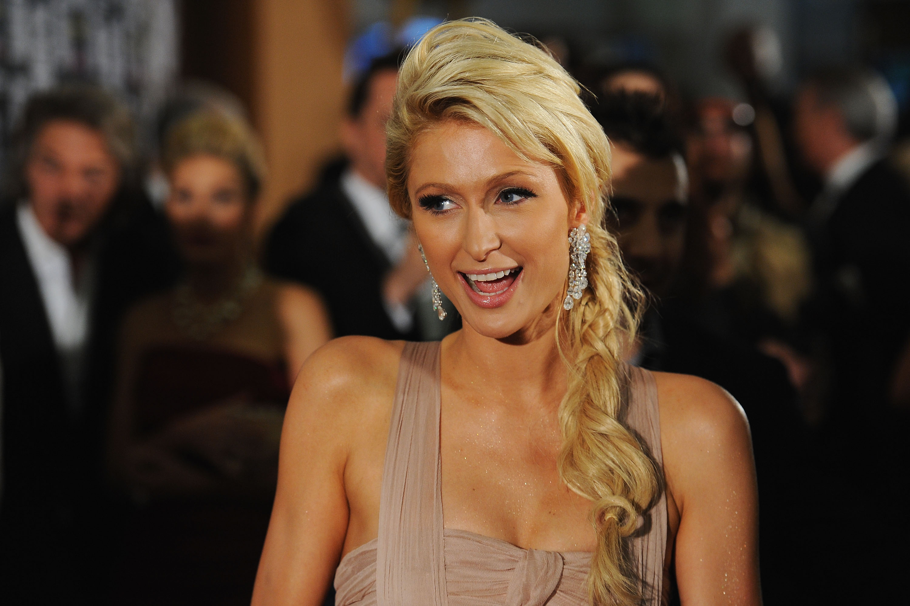 Paris Hilton Isnt Blond Anymore See Her New Brown Hair