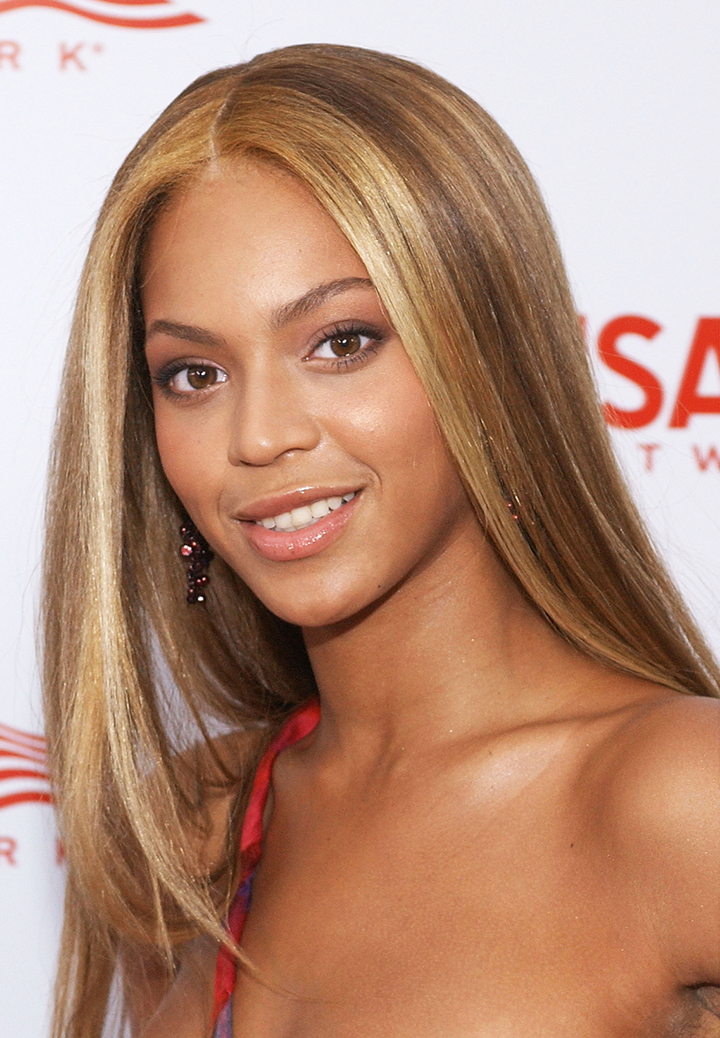 Beyonces Hair Evolution See The Singers Stunning Styles Over The