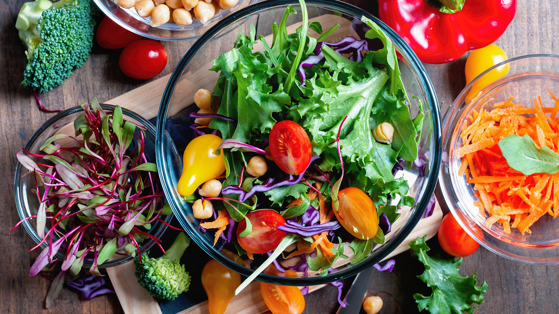 4 rules for building a slimming salad
