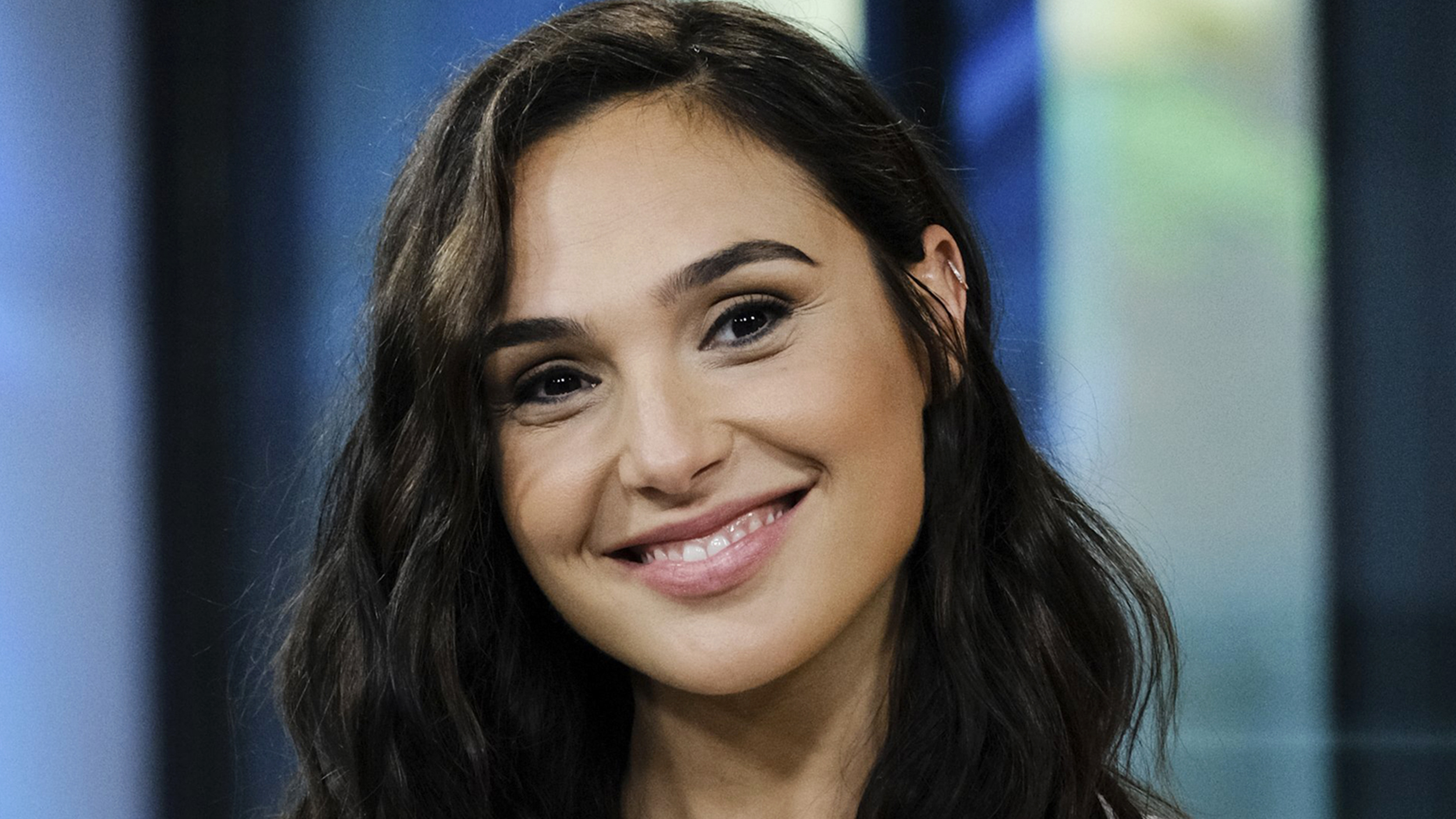 Gal Gadot S Hairstylist Swears By This 1 Hair Product For