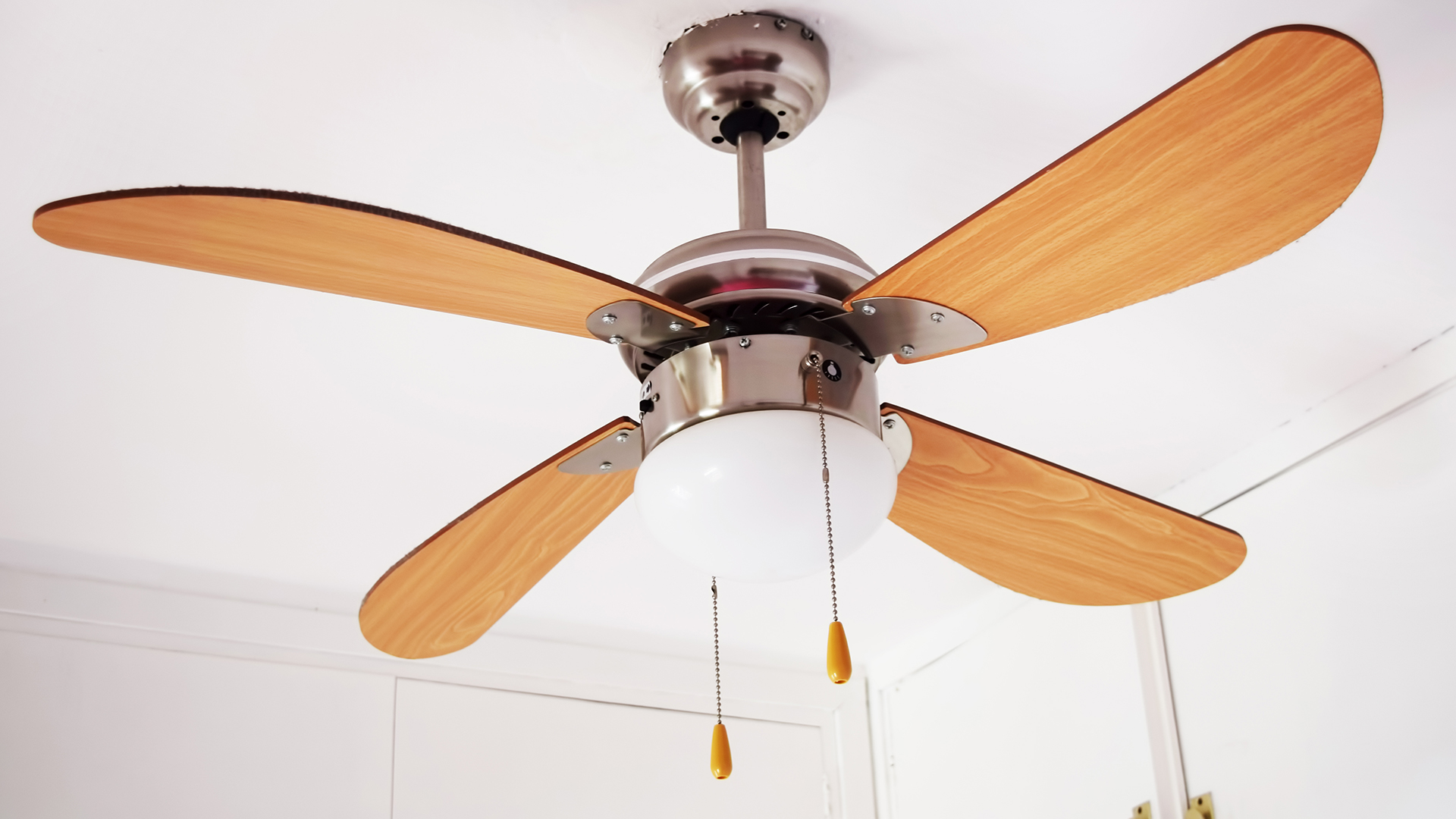 How to clean a ceiling fan and when to do it TODAY