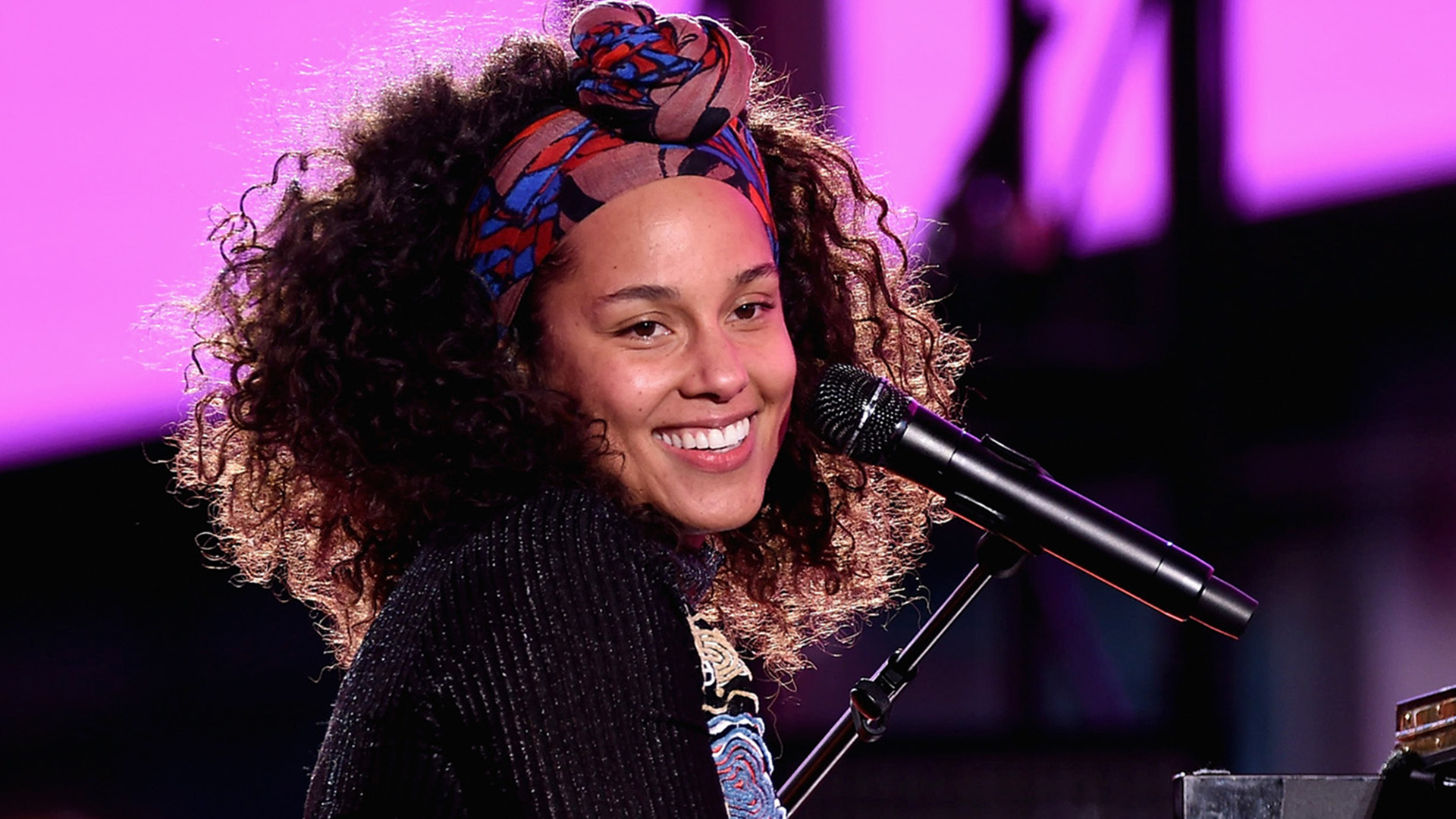 Alicia Keys: Alicia Keys Debuts Her Brand-new Orange And Pink Braids