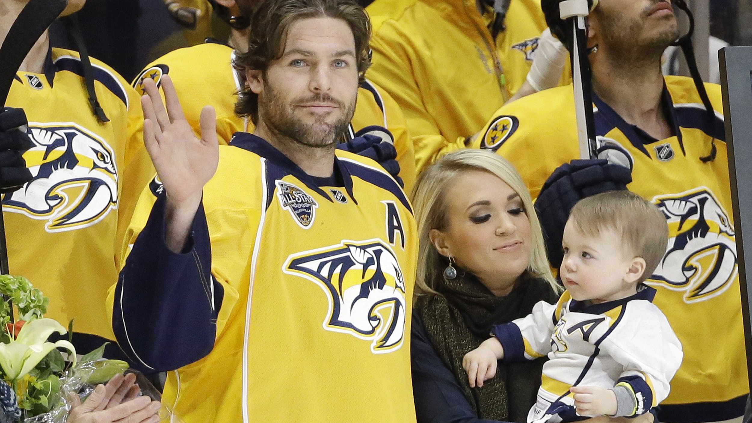 official photos 58362 cfac0 Carrie Underwood 'so proud' husband Mike Fisher is returning ...
