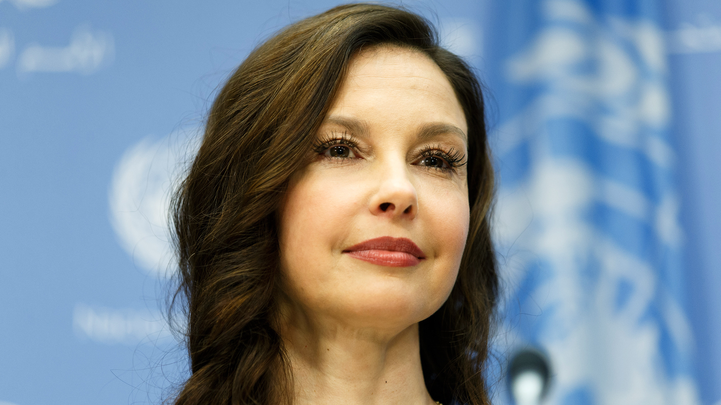 Ashley Judd calls out 'everyday sexism' after encounter ...