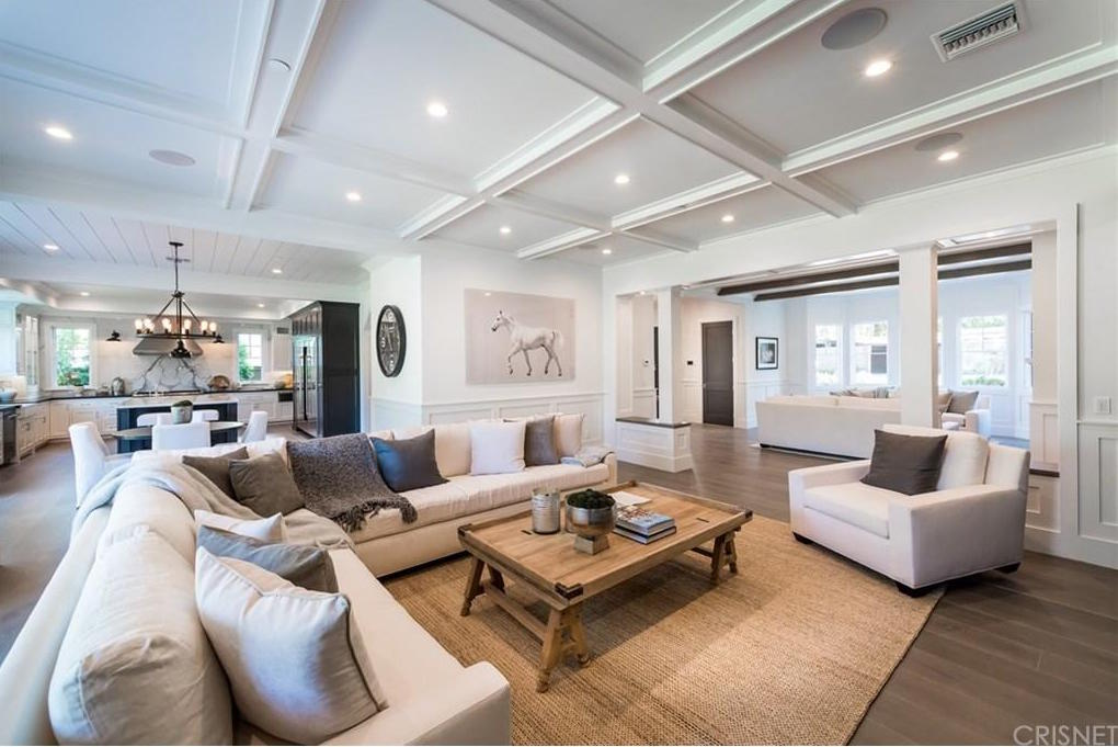 Photo: house/residence of the desirable 80 million earning Encino, California-resident
