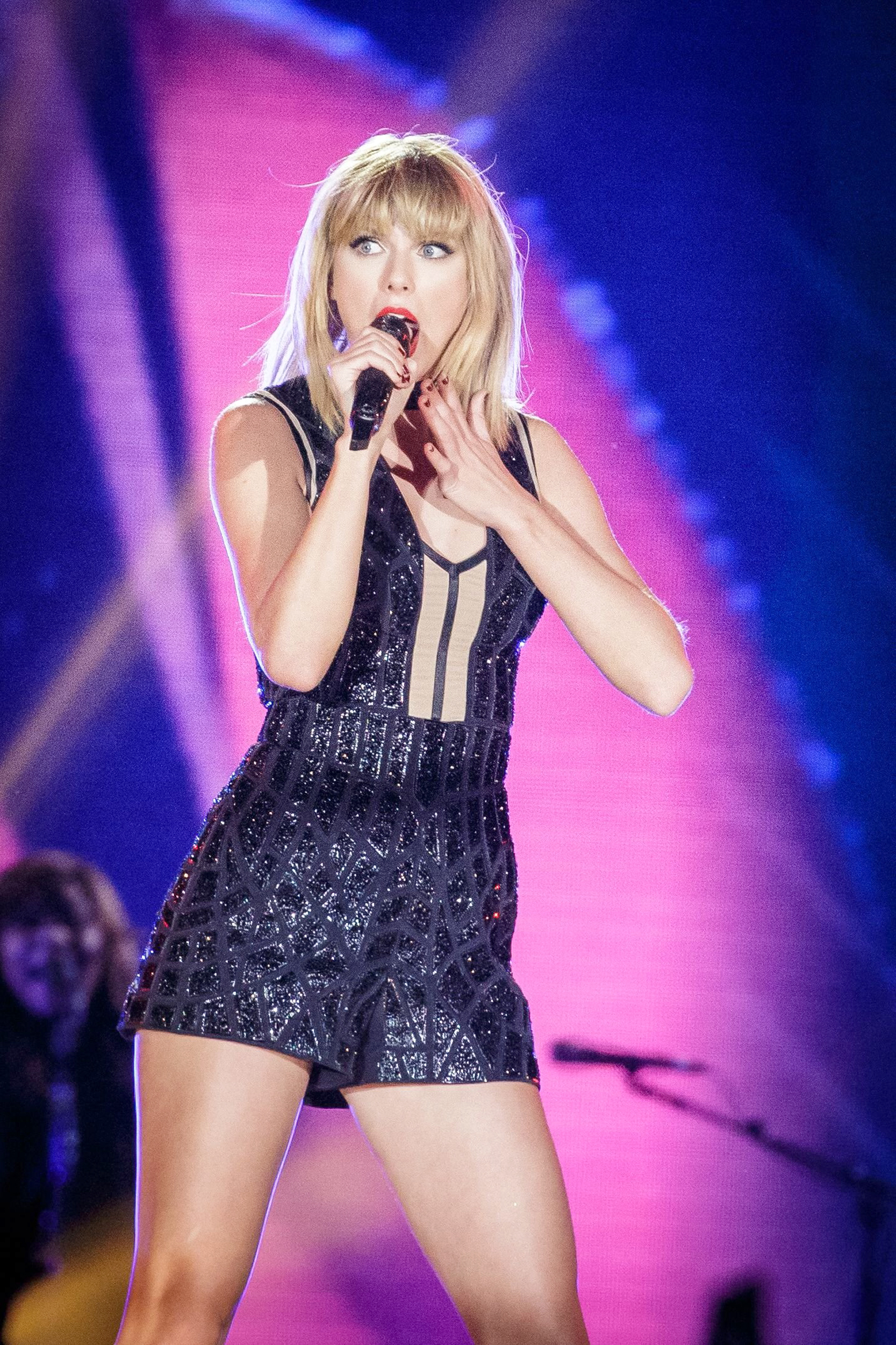 Jury sides with taylor swift in sexual assault trial stopboris Image collections