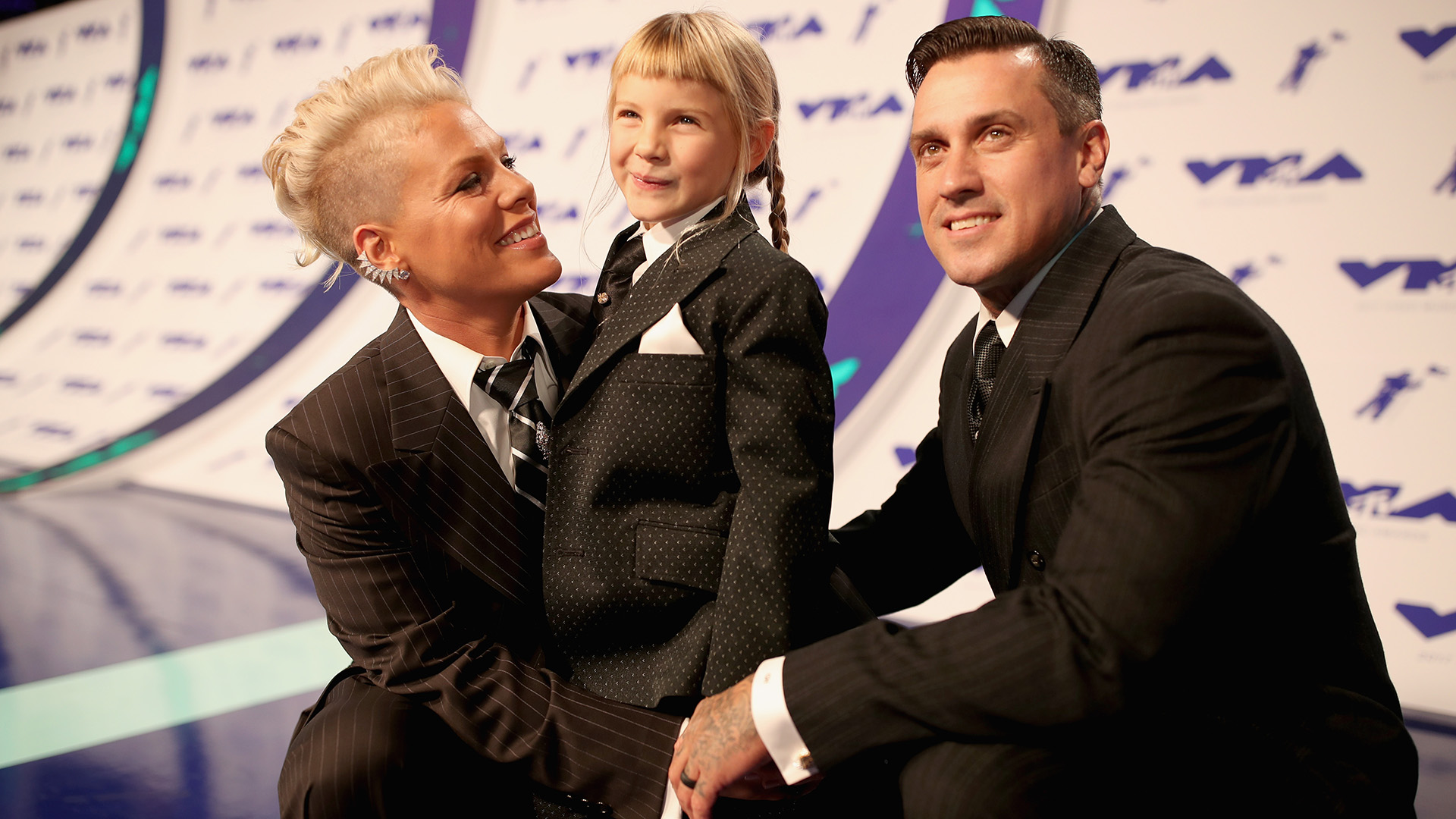 Pink S Family Arrives To The Vmas In Matching 3 Piece Suits