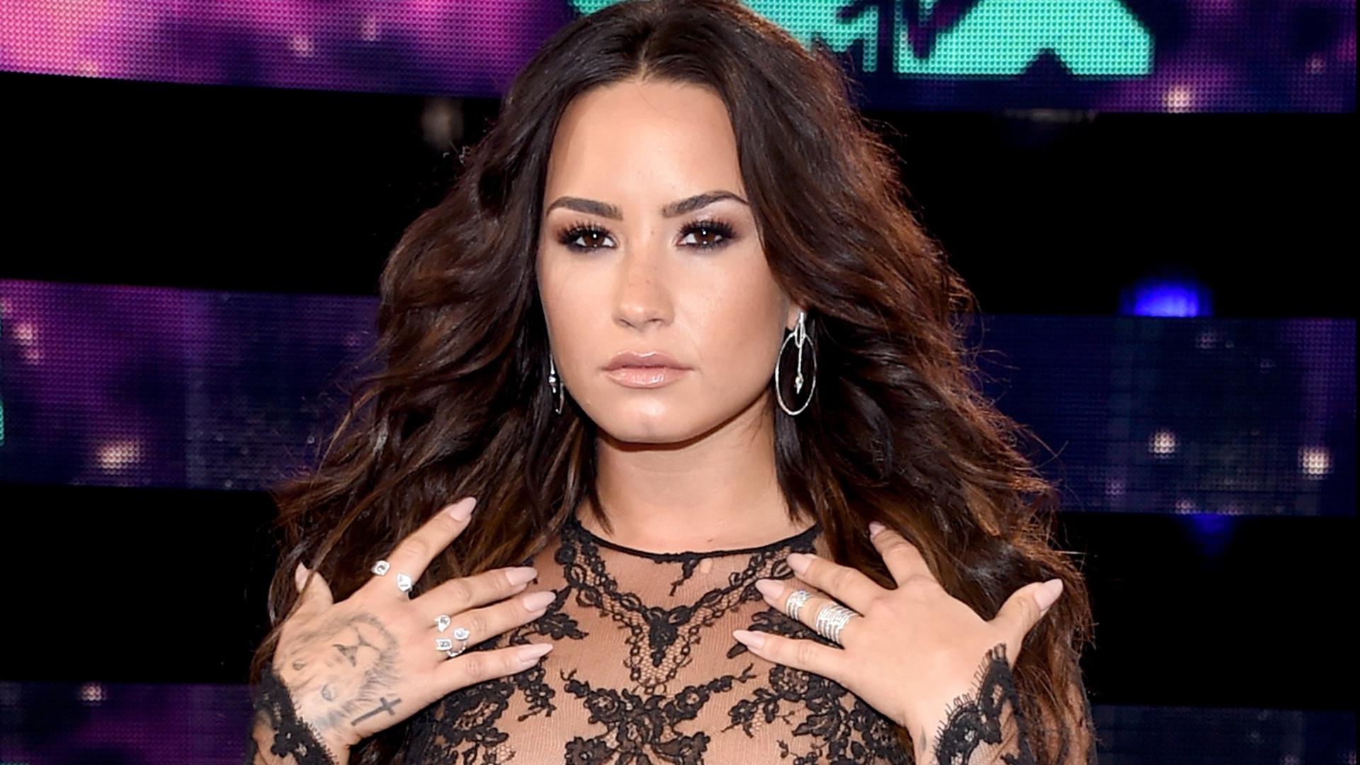How To Create Demi Lovato Miley Cyrus And Nicki Minajss Vma Hair