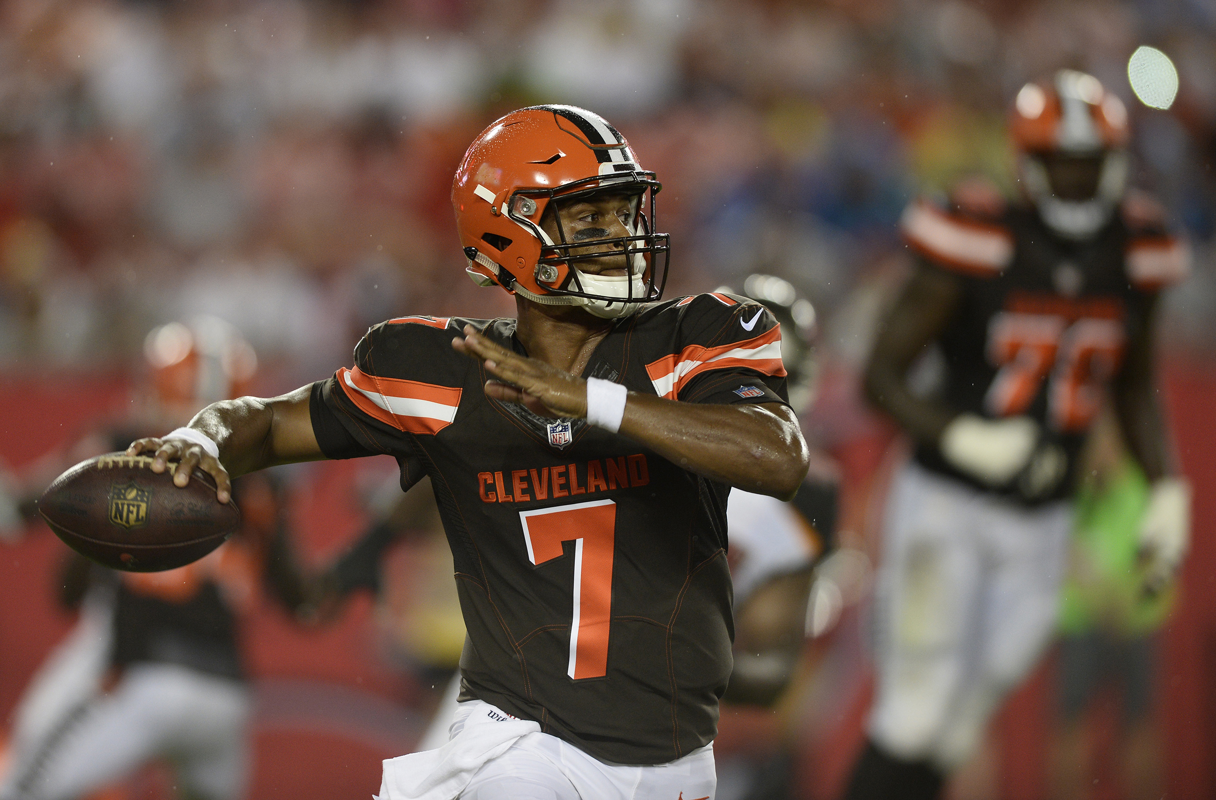 Image: Cleveland Browns quarterback DeShone Kizer throws against the Tampa Bay Buccaneers