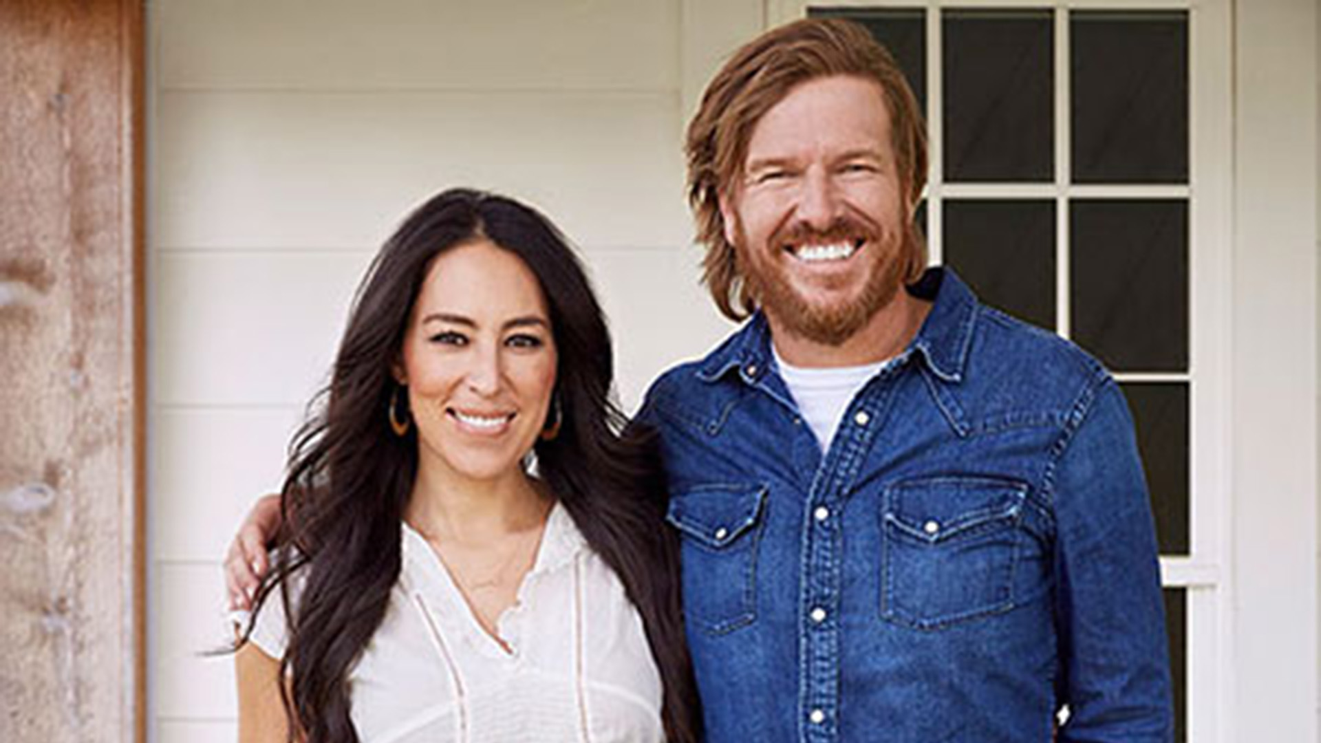 chip joanna gaines partner with target on magnolia brand. Black Bedroom Furniture Sets. Home Design Ideas