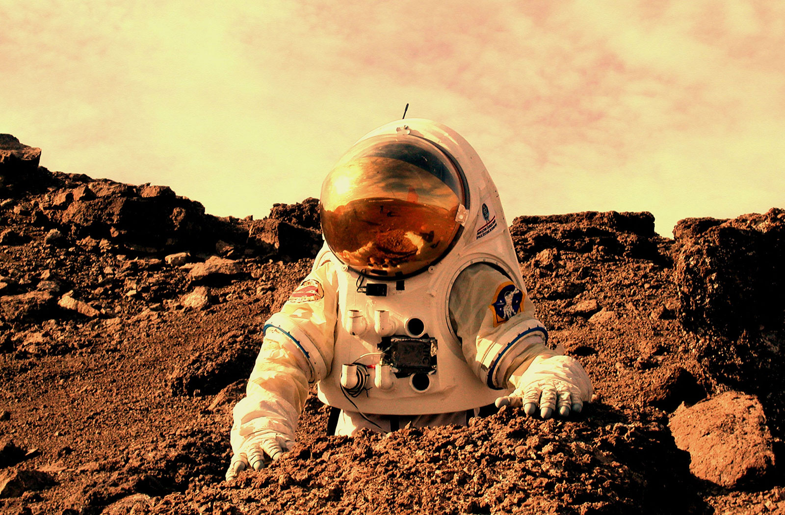 why we should send a manned mission to mars essay Debating manned moon missions  hoping to meet president bush's goal of sending humans back to the moon by 2020 and eventually on to mars we asked experts in science and space policy to discuss.