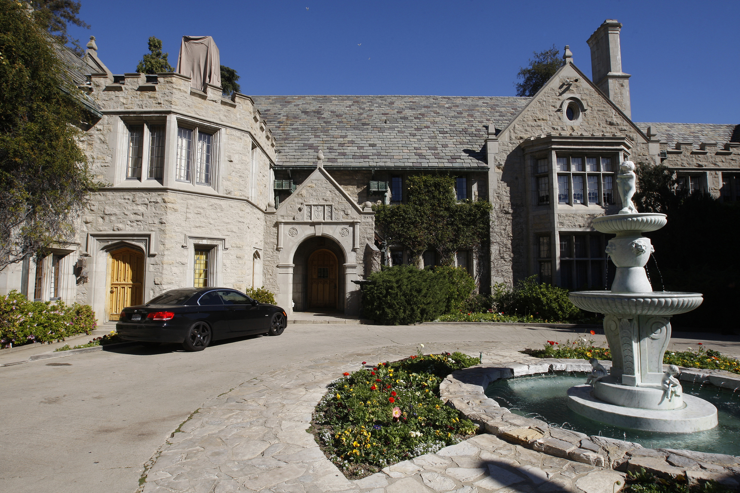 After Hugh Hefner S Death What Will Happen To The Playboy Mansion