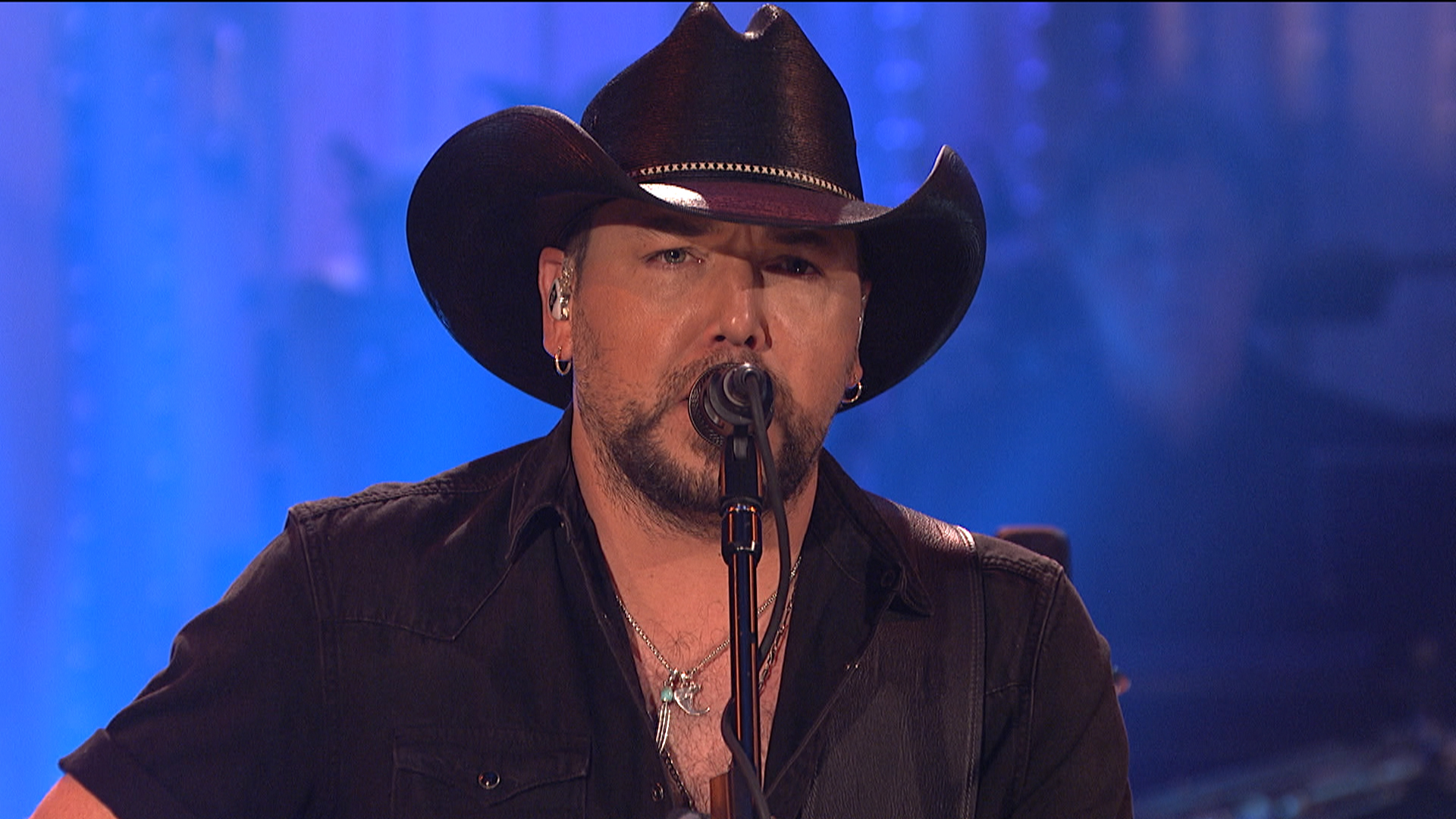 Watch Jason Aldean pay tribute to Las Vegas victims on 'SNL' with Tom Petty song