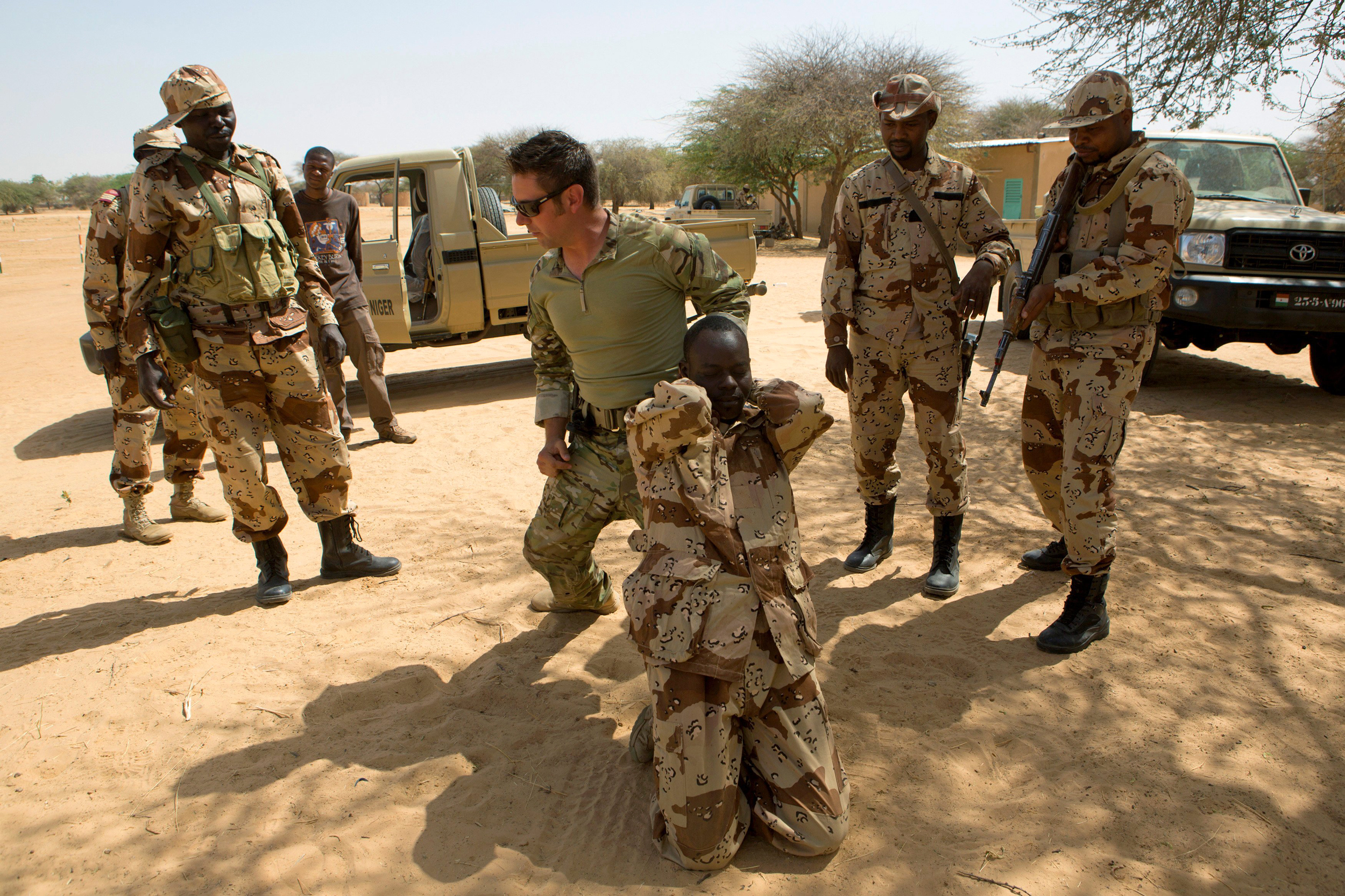 Image: A U.S. special forces soldier demonstrates how to detain a suspect during Flintlock 2014, a U.S.-led international training mission for African militaries, in Diffa, Niger March 4, 2014.