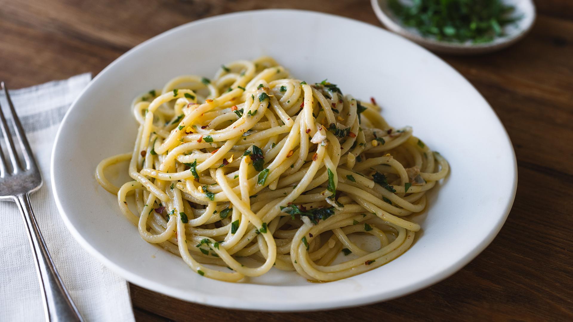 Spaghetti Aglio e Olio (Spaghetti with Garlic and Oil) - TODAY.com