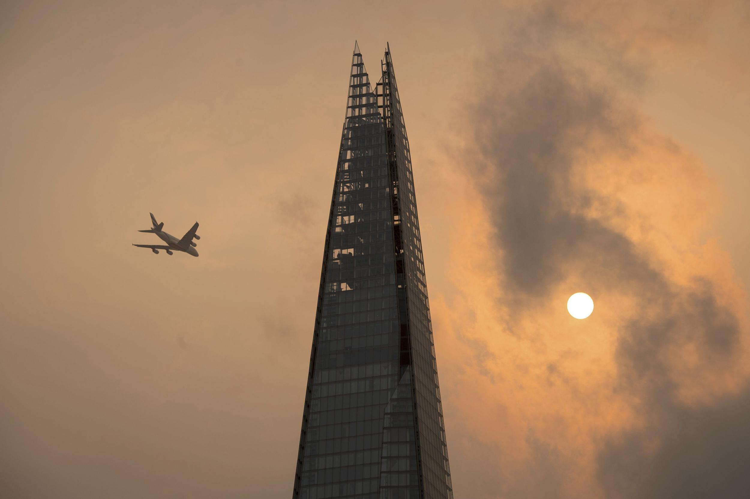 ophelia turns london sky eerie yellow orange