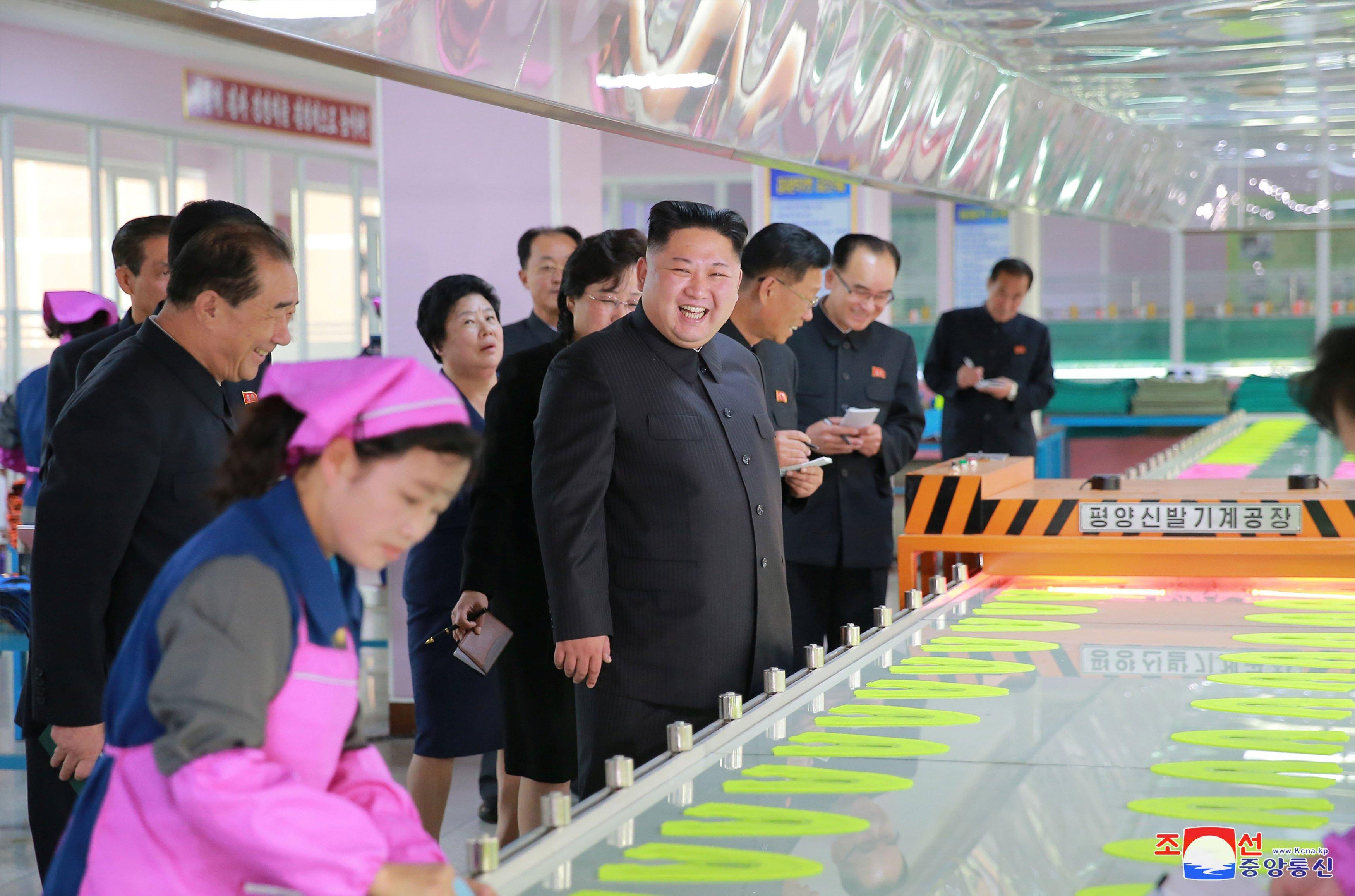 Image: Kim Jong Un visits a footwear factory