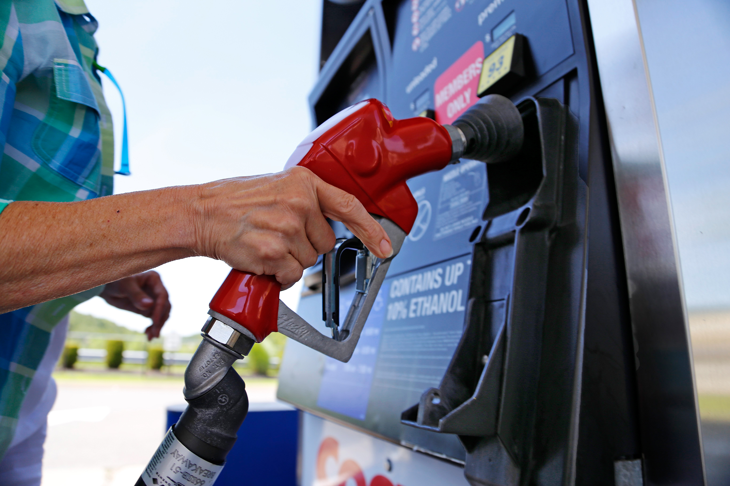 Are Gas Rewards Cards a Good Deal? That Depends on How You Use Them
