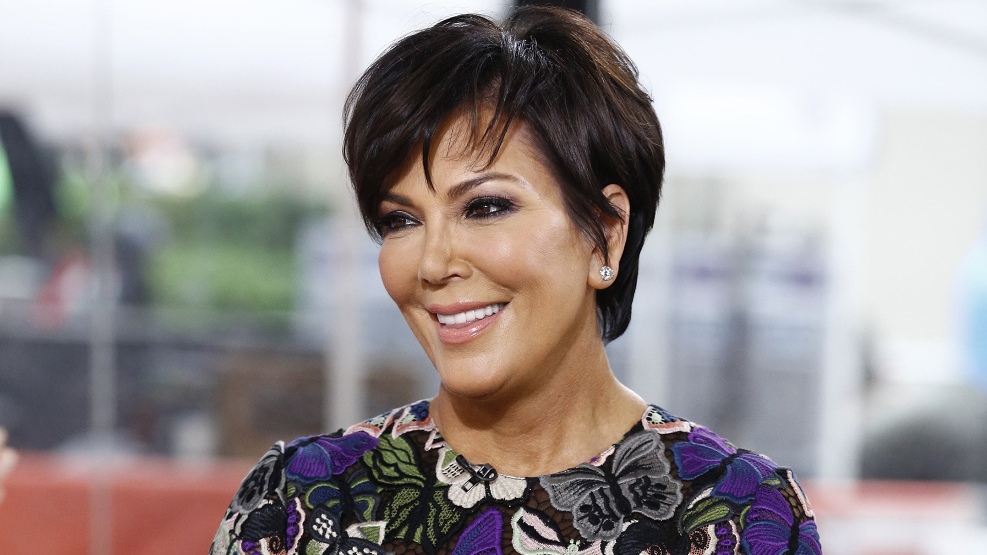 Kris jenner now has blond hair just like her daughter kim urmus Gallery