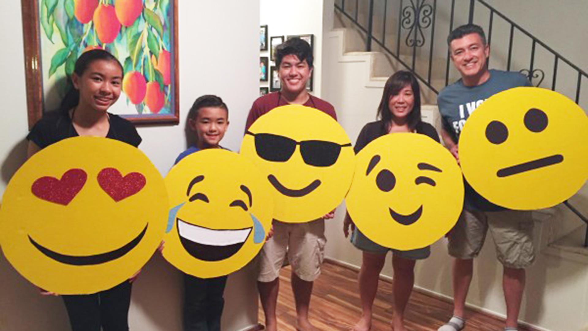 Fun Last Minute Group Family Diy Halloween Costume Emoji
