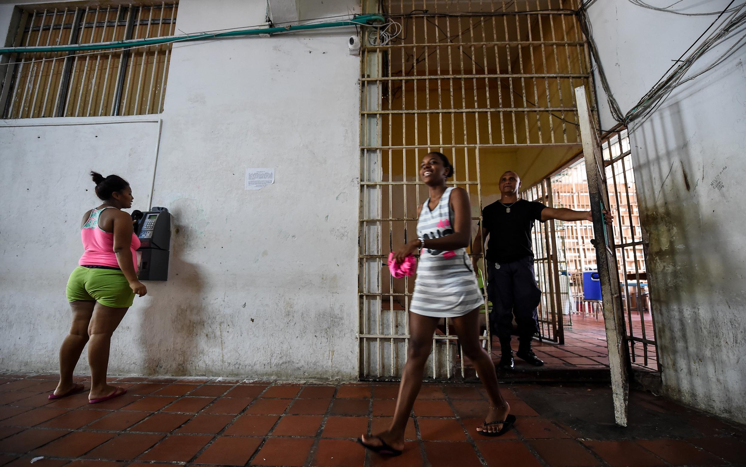 Image: Inmate Arleth Martinez walks in the San Diego jail in Cartagena