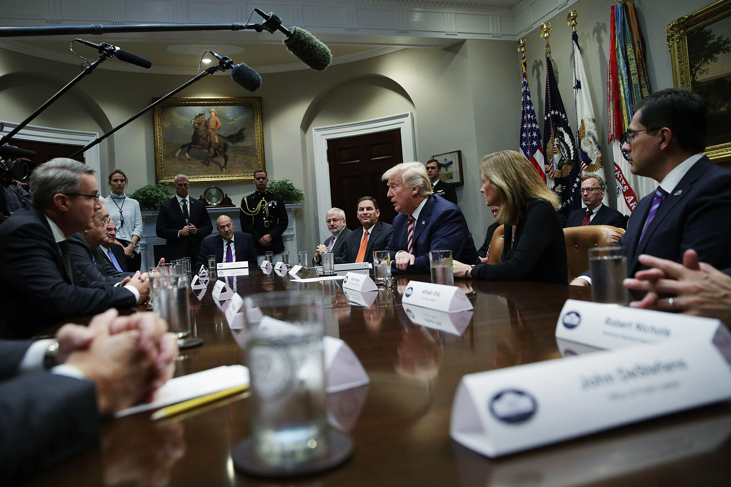 Image: Trump speaks to business leaders about tax reform
