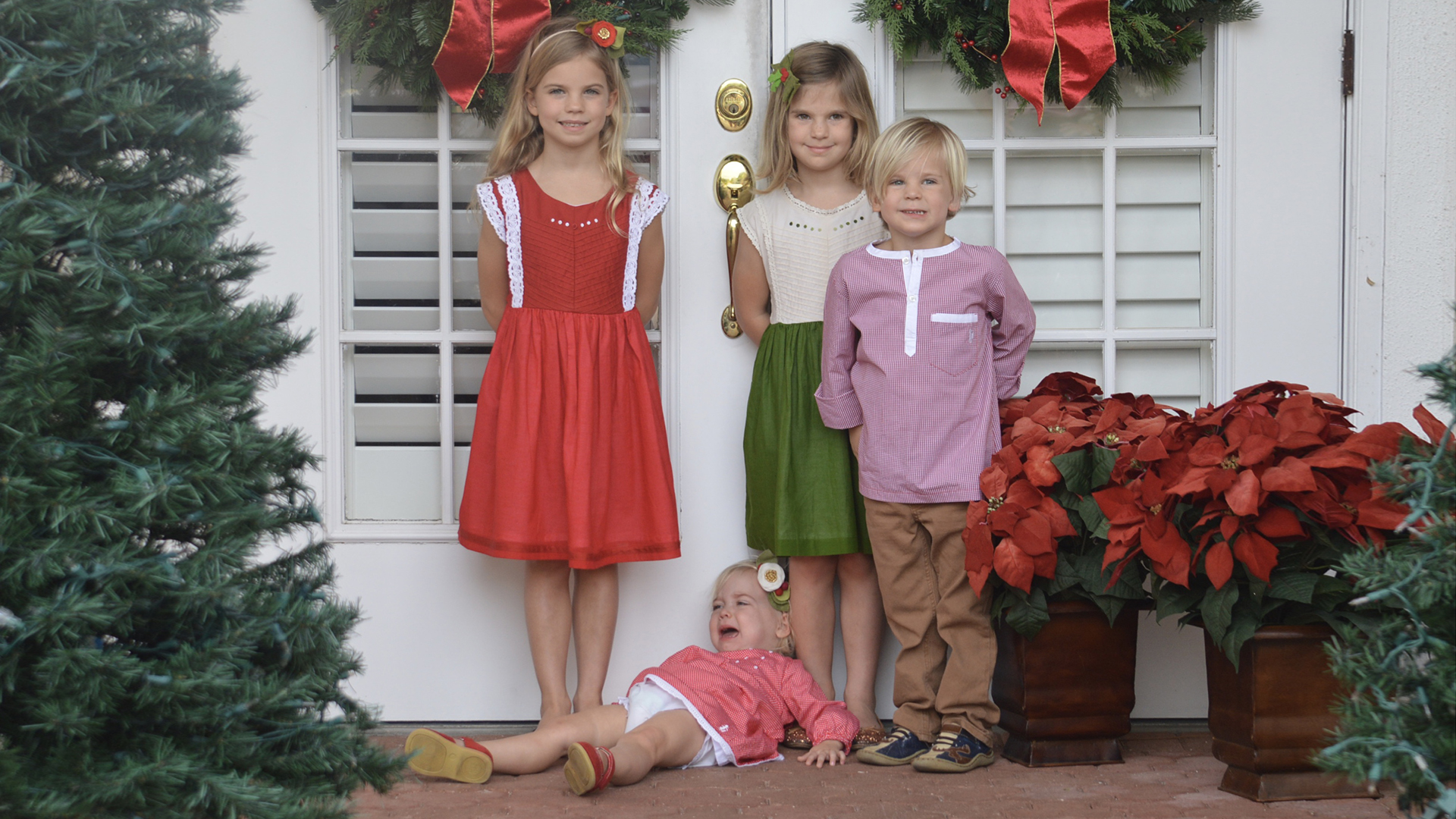 Holiday card photo fails that will make parents laugh