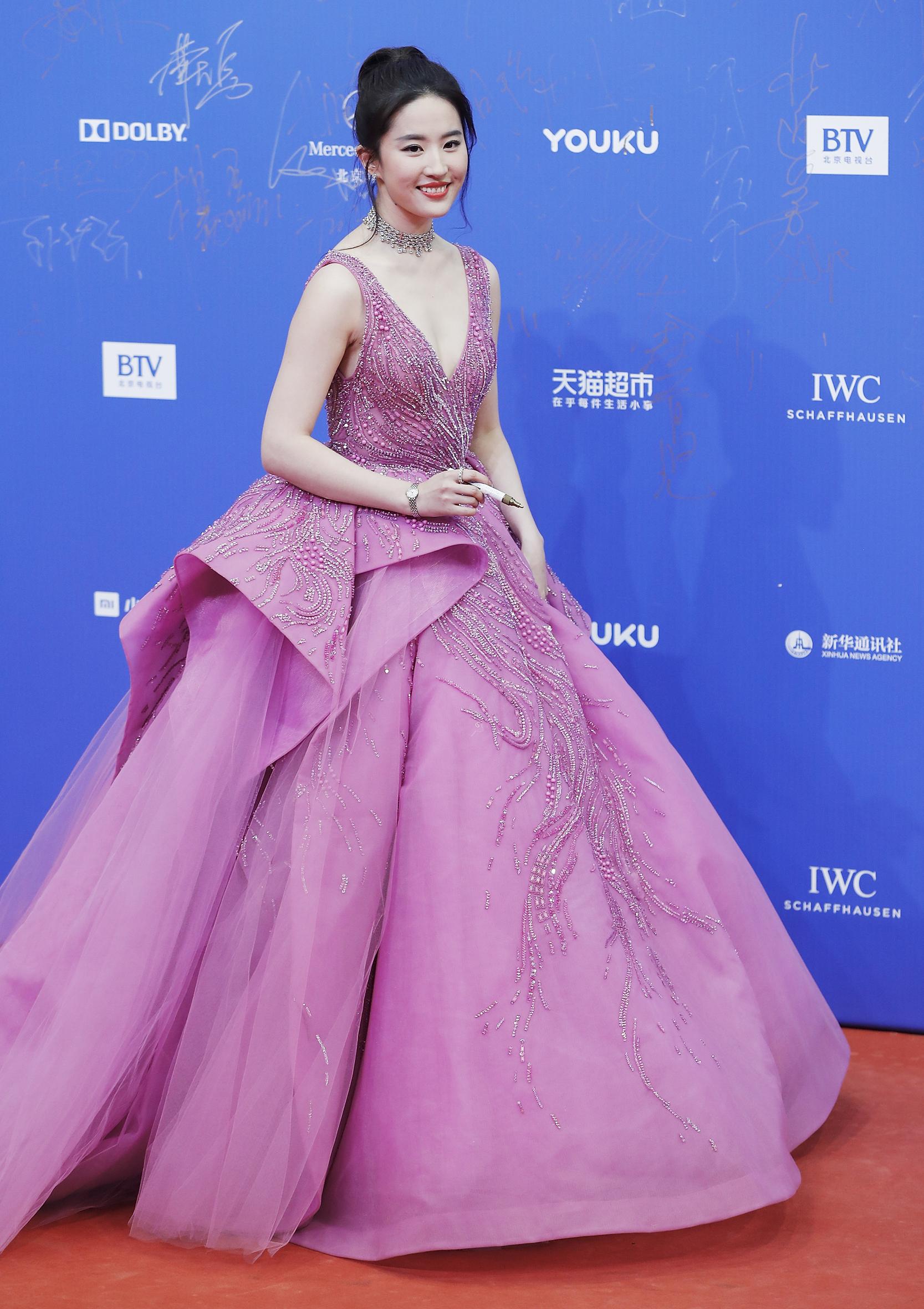 Image: Actress Liu Yifei arrives at the red carpet