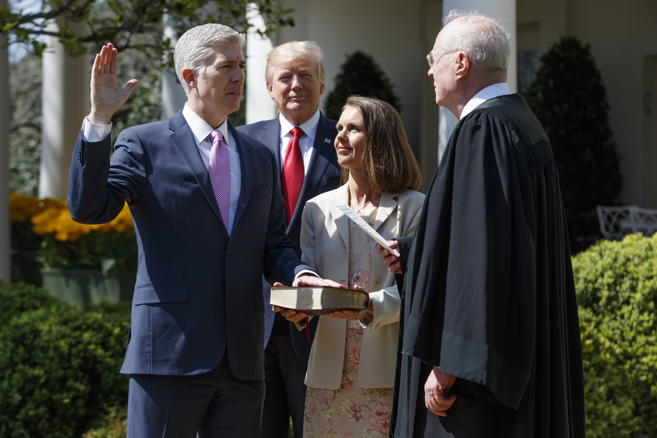 Image: Kennedy administers the judicial oath to Judge Neil Gorsuch