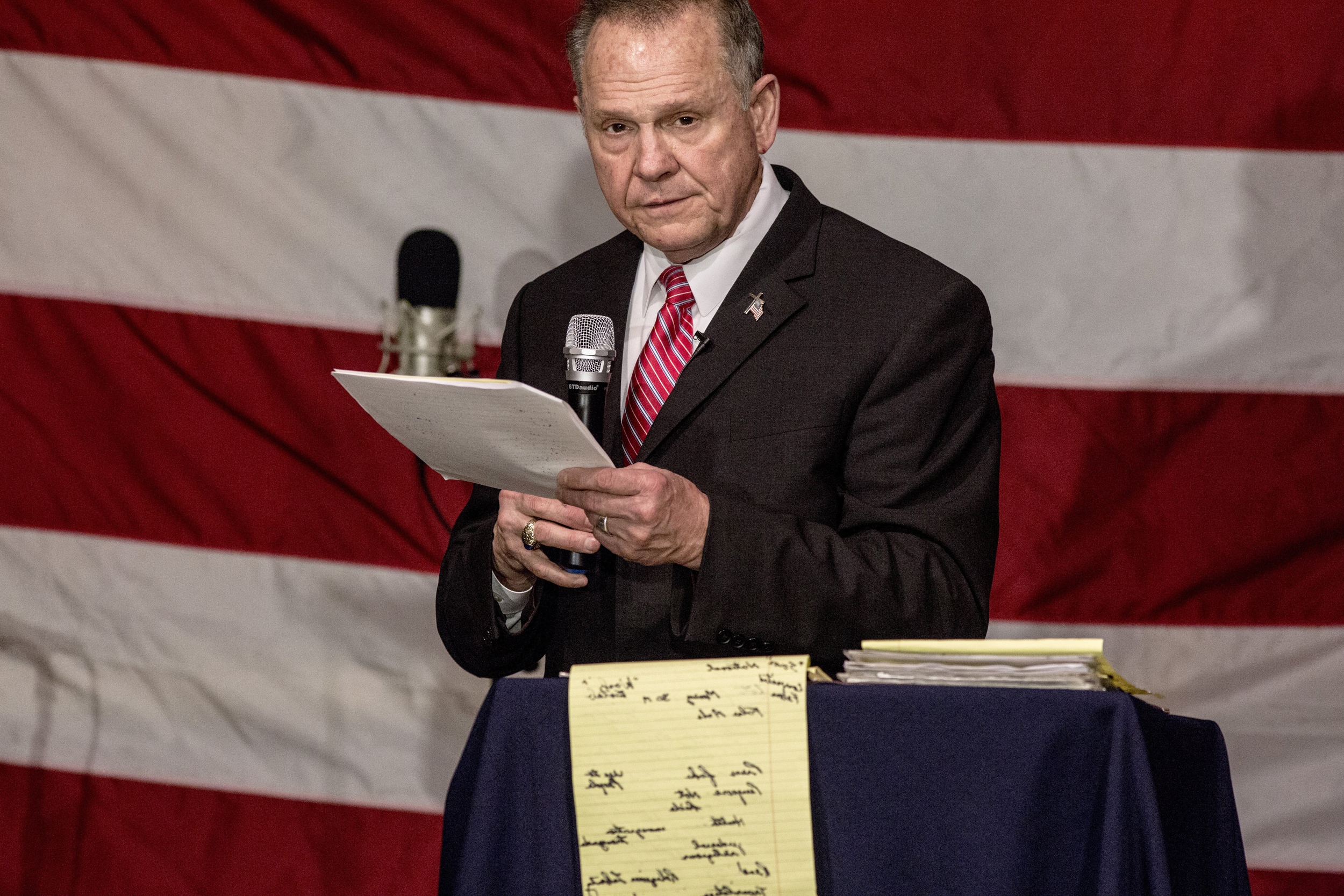 Image: Roy Moore speaks at a campaign rally