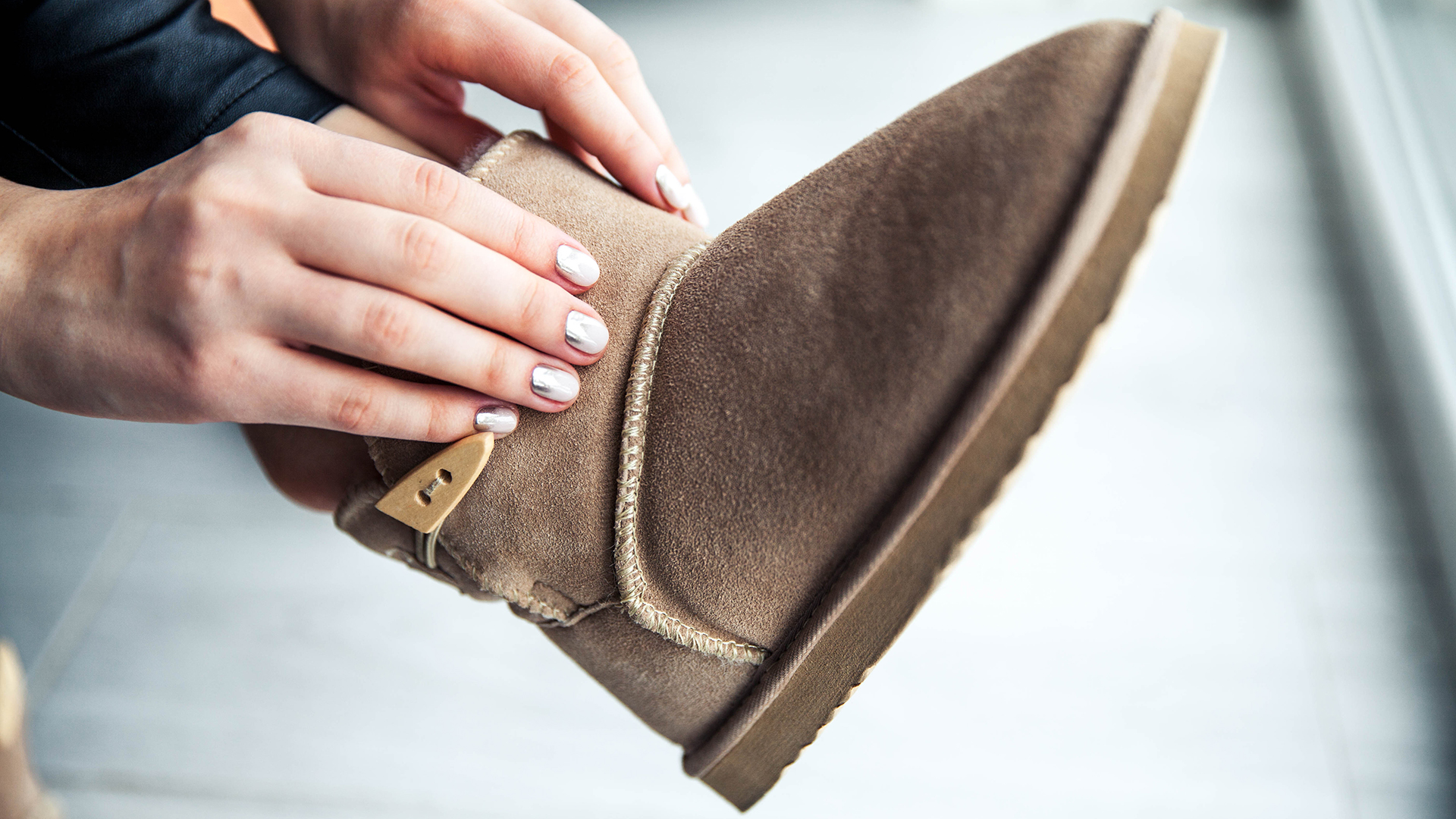 aace52cb971 Qantas bans woman from an airport lounge for wearing Uggs