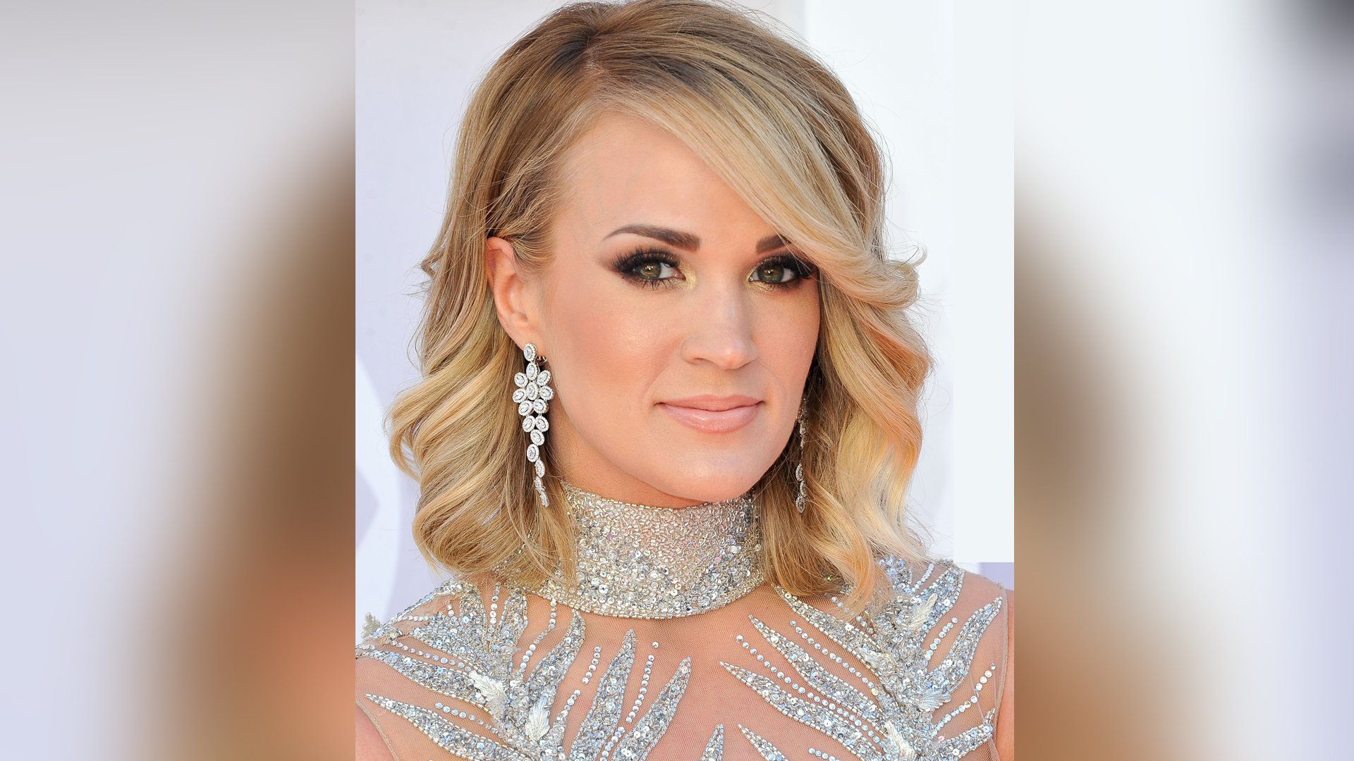 See Carrie Underwood S First Picture Getting 40 Stitches Her T120738