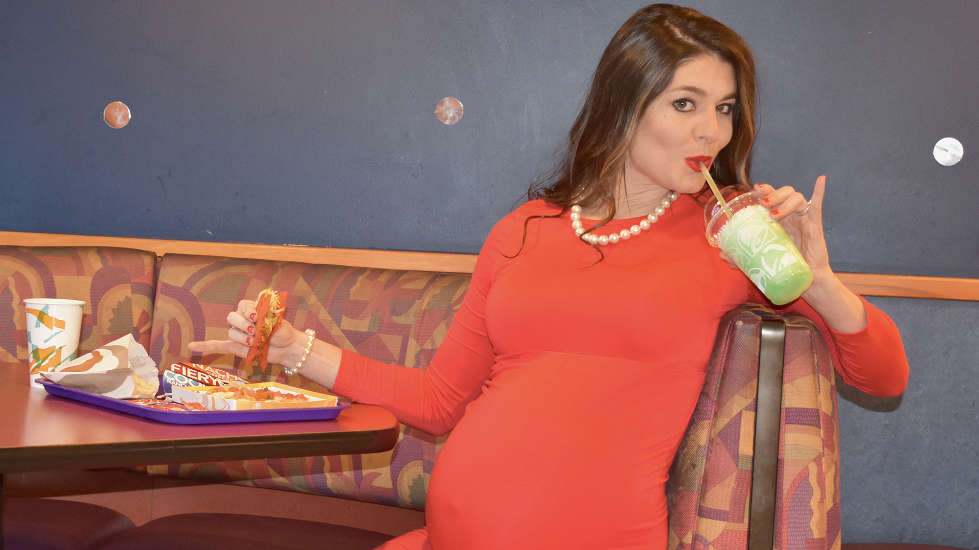 Taco 'bout creative: This mom did her maternity photos at Taco Bell