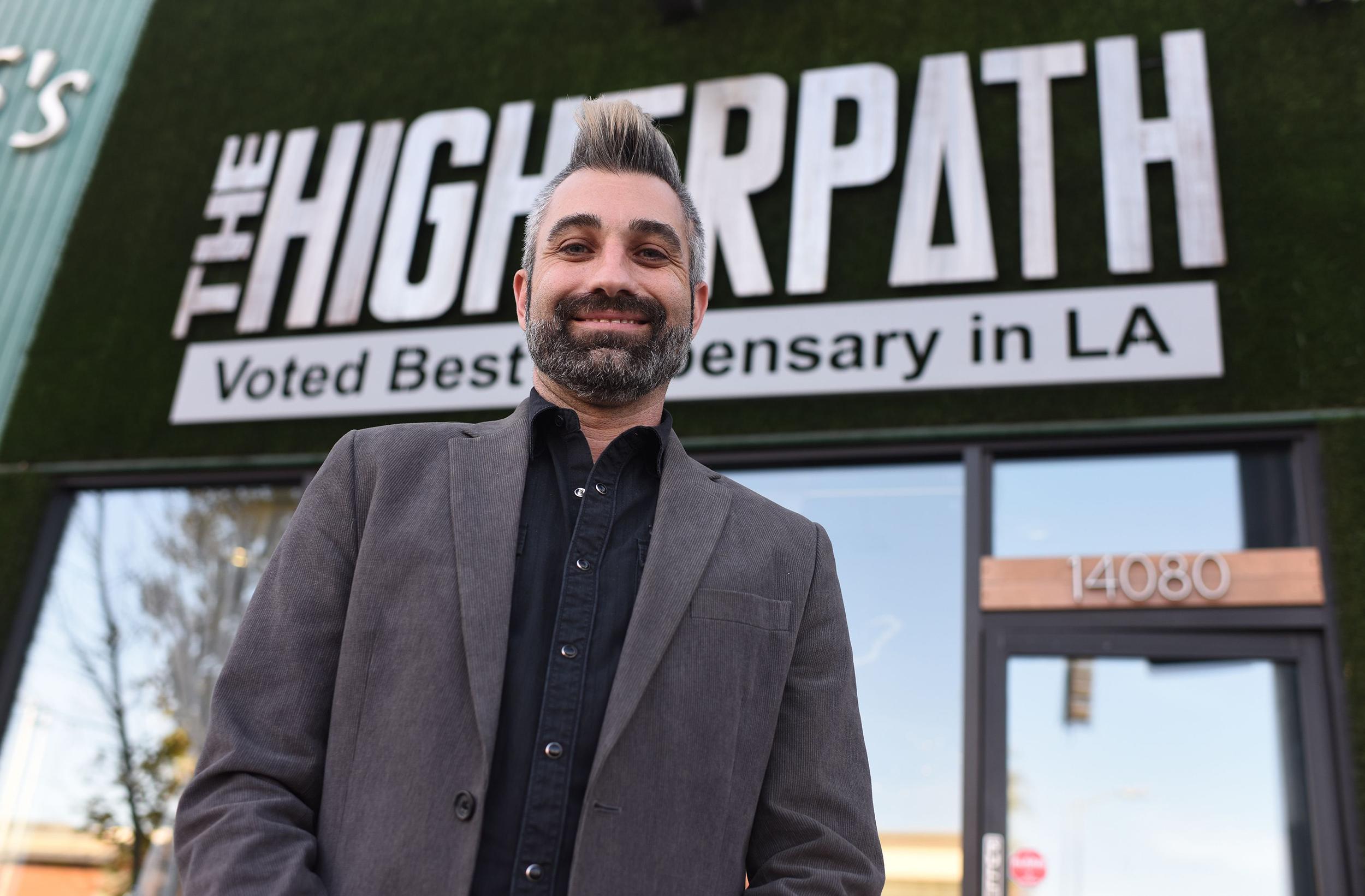 Los Angeles pot shops begin first legal recreational sales