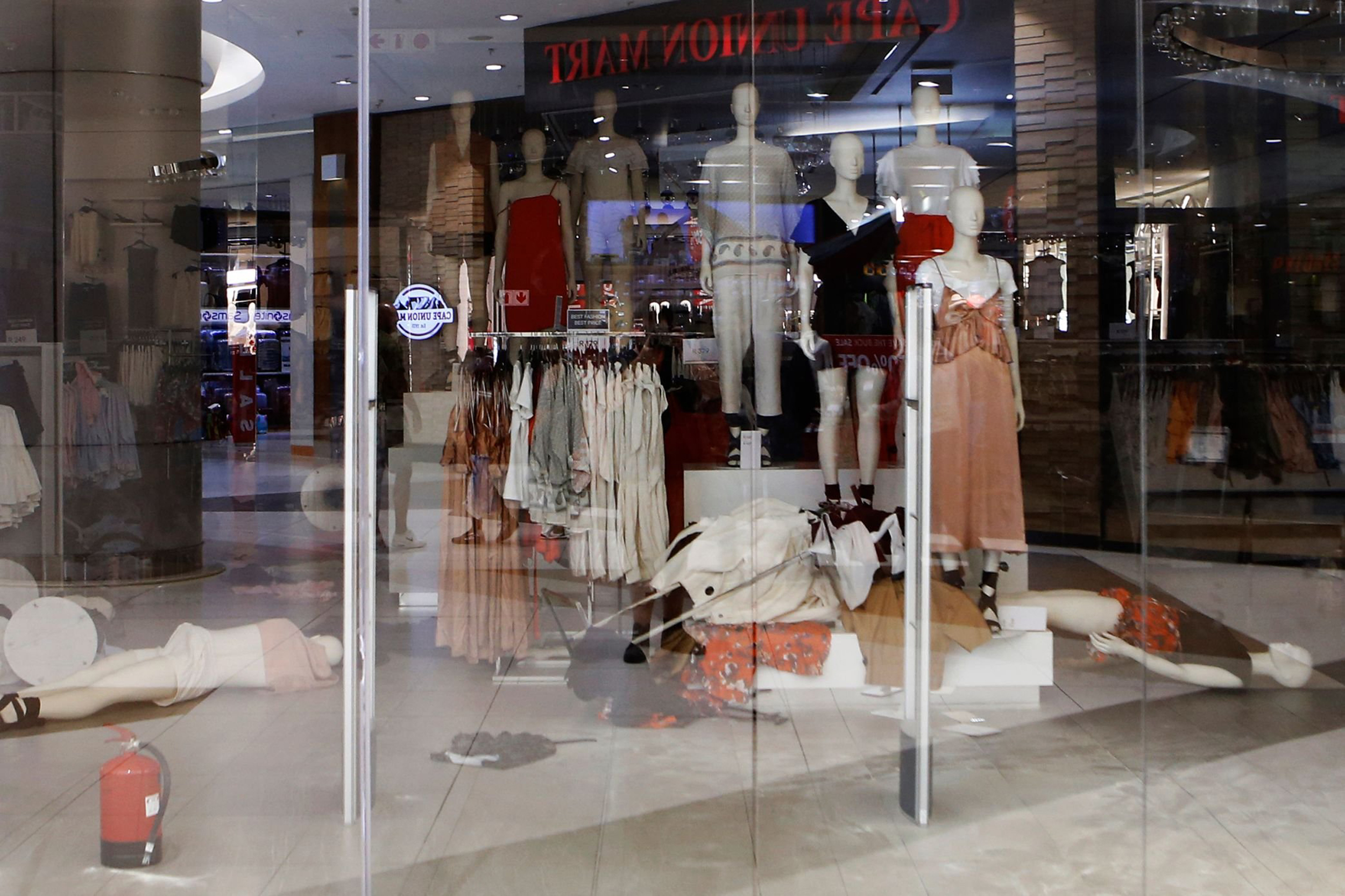 35e3ae154b347e Protesters ransack South African H M stores over  racist  ad