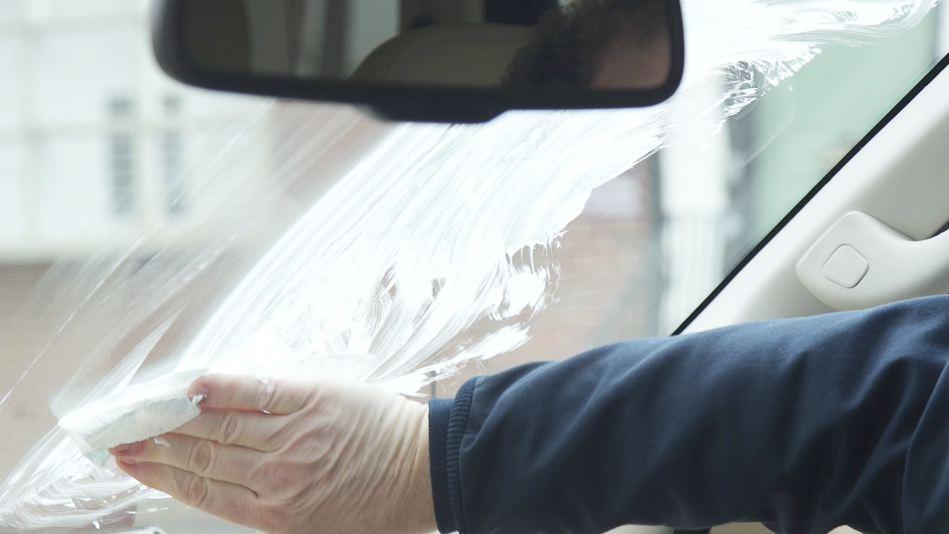 how to defrost car windows quickly: use a potato, rubbing