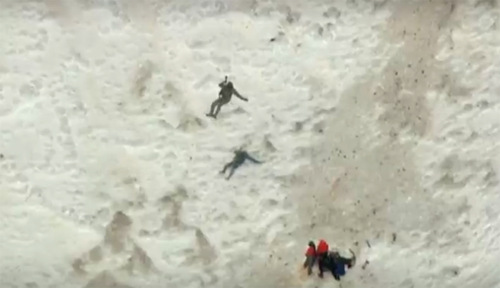 Climber-dies-after-fall-on-Mount-Hood,-rescuers-reach-others-stranded