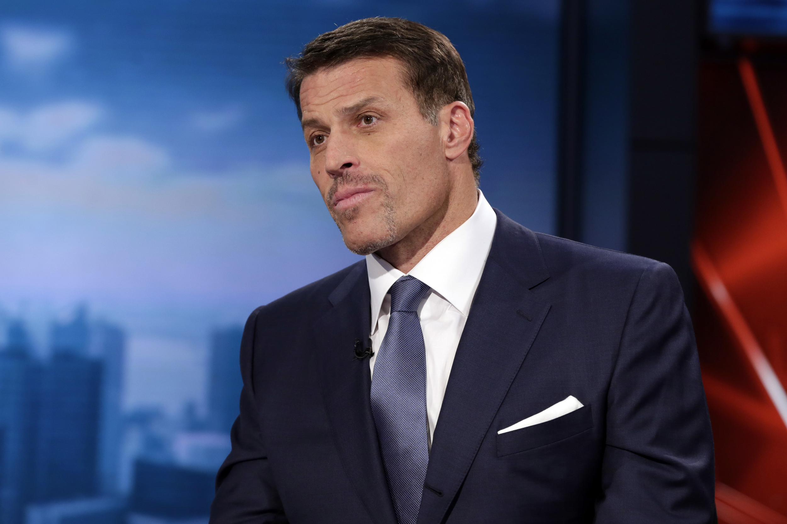 Tony Robbins apologizes for critical comments about MeToo movement