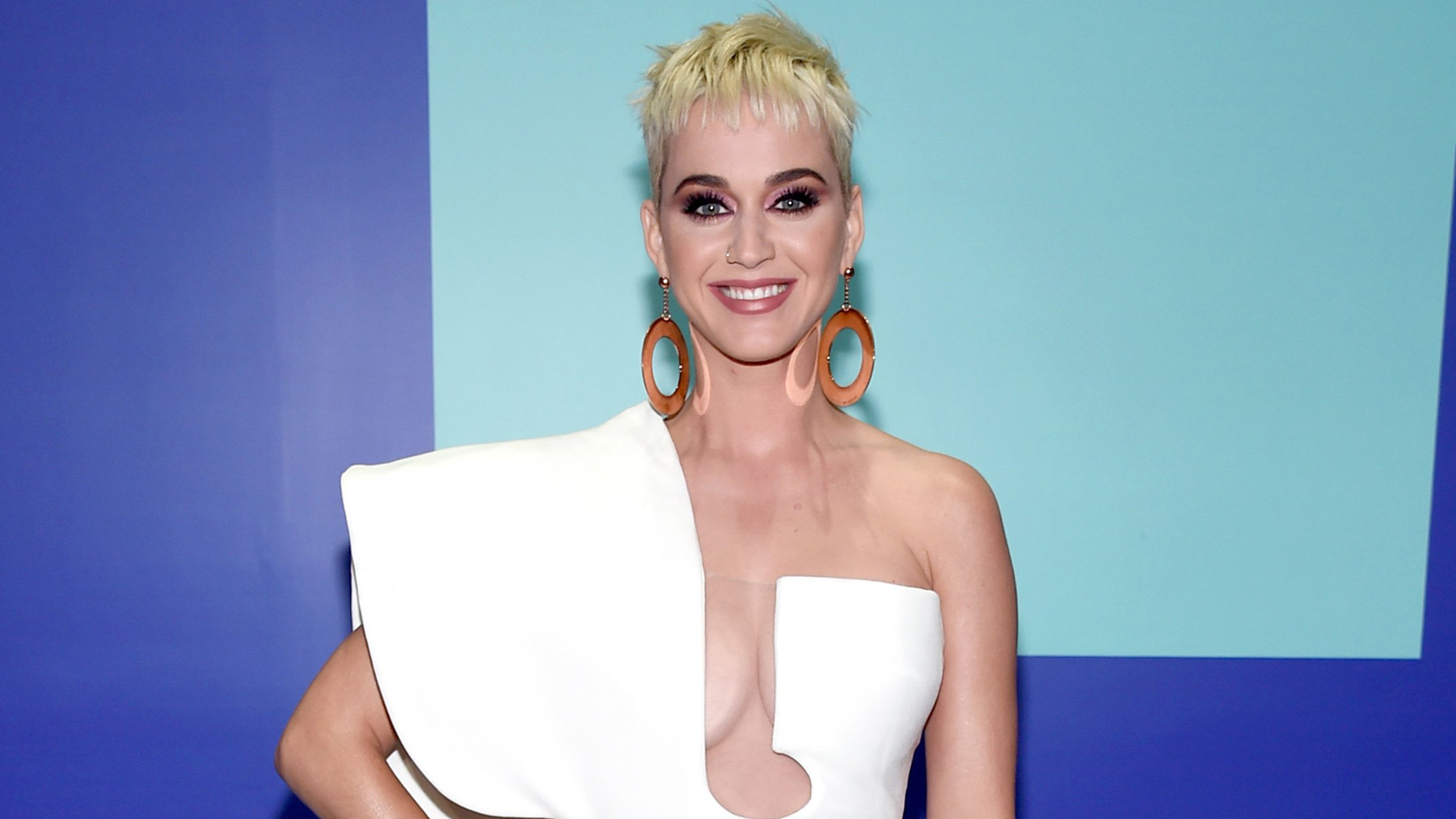 Katy Perry S Hair Is Long And Brunette In Latest American Idol