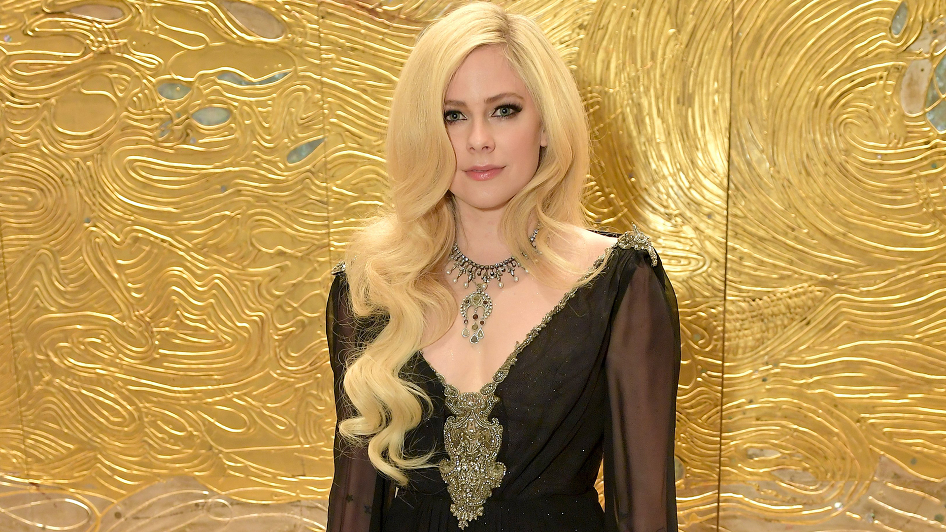 Avril Lavigne Makes 1st Red Carpet Appearance In 2 Years