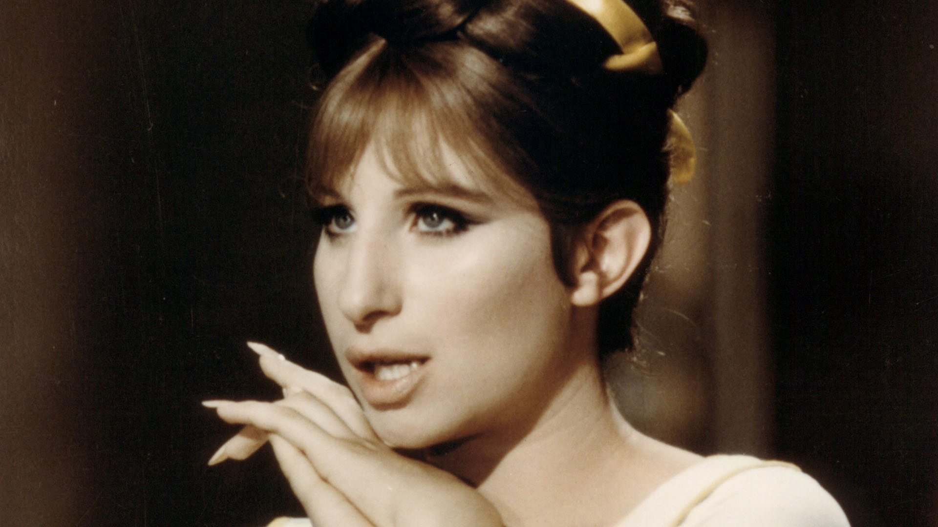 Barbra Streisand: My long nails are real