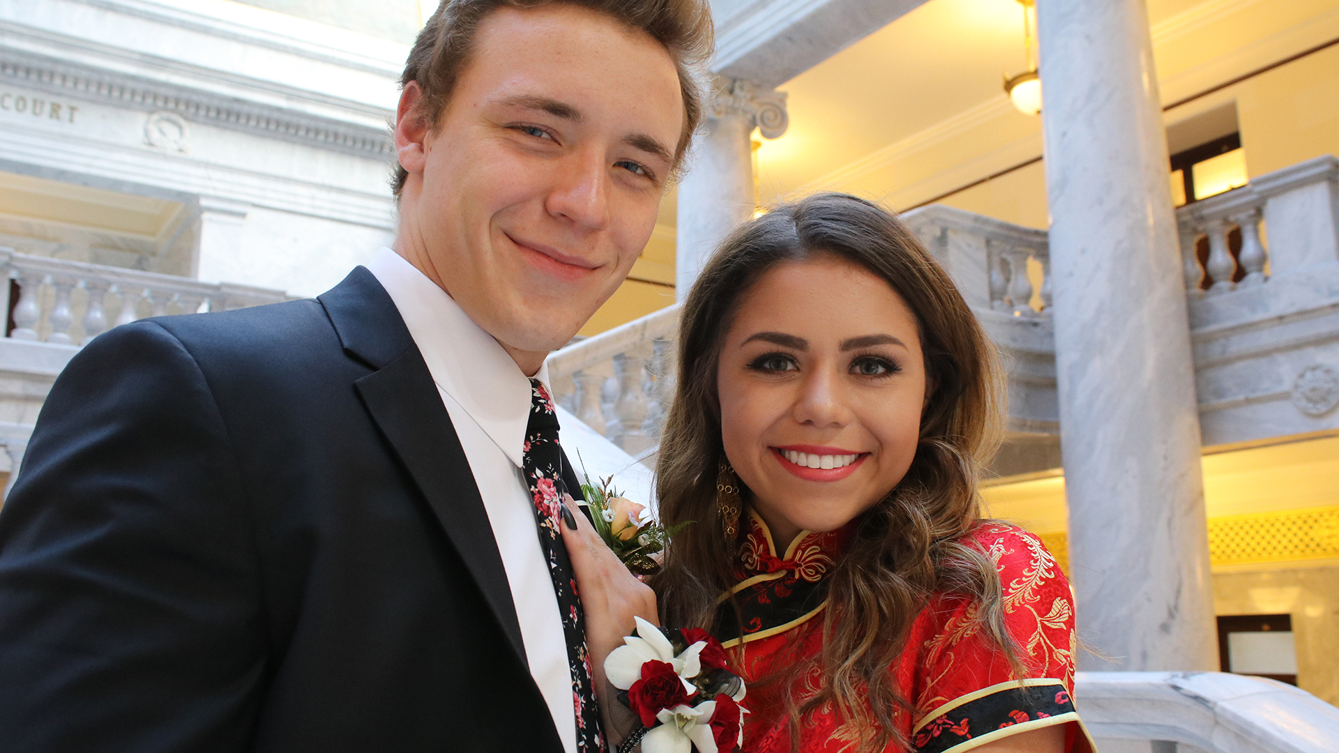 f28f0ffd742 Teen who wore traditional Chinese dress to prom faces backlash
