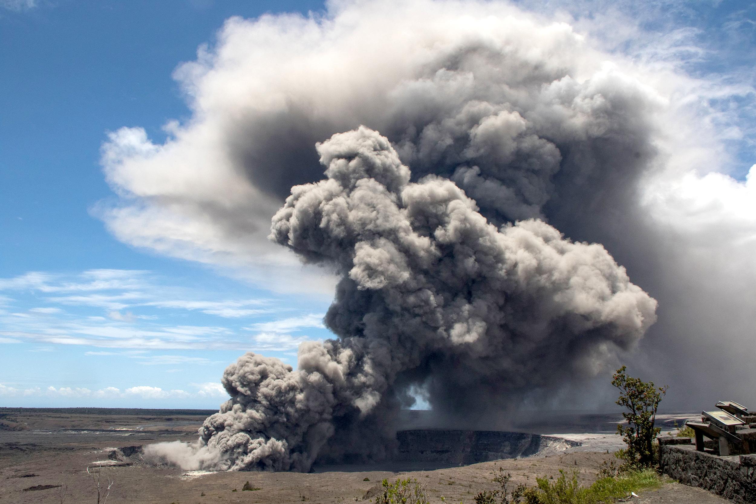 Hawaii's-Kilauea-volcano-erupts-from-summit,-shooting-ash