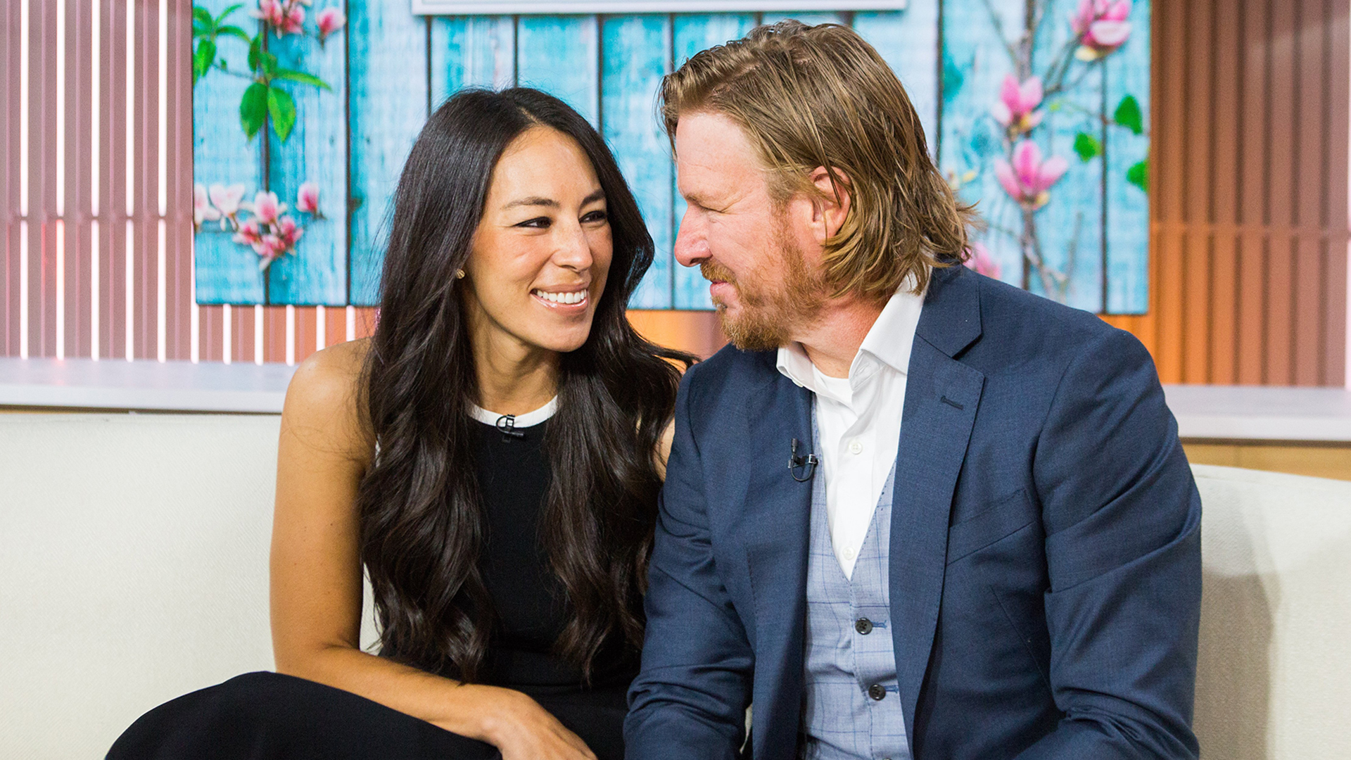 it 39 s a boy chip and joanna gaines welcome baby no 5. Black Bedroom Furniture Sets. Home Design Ideas