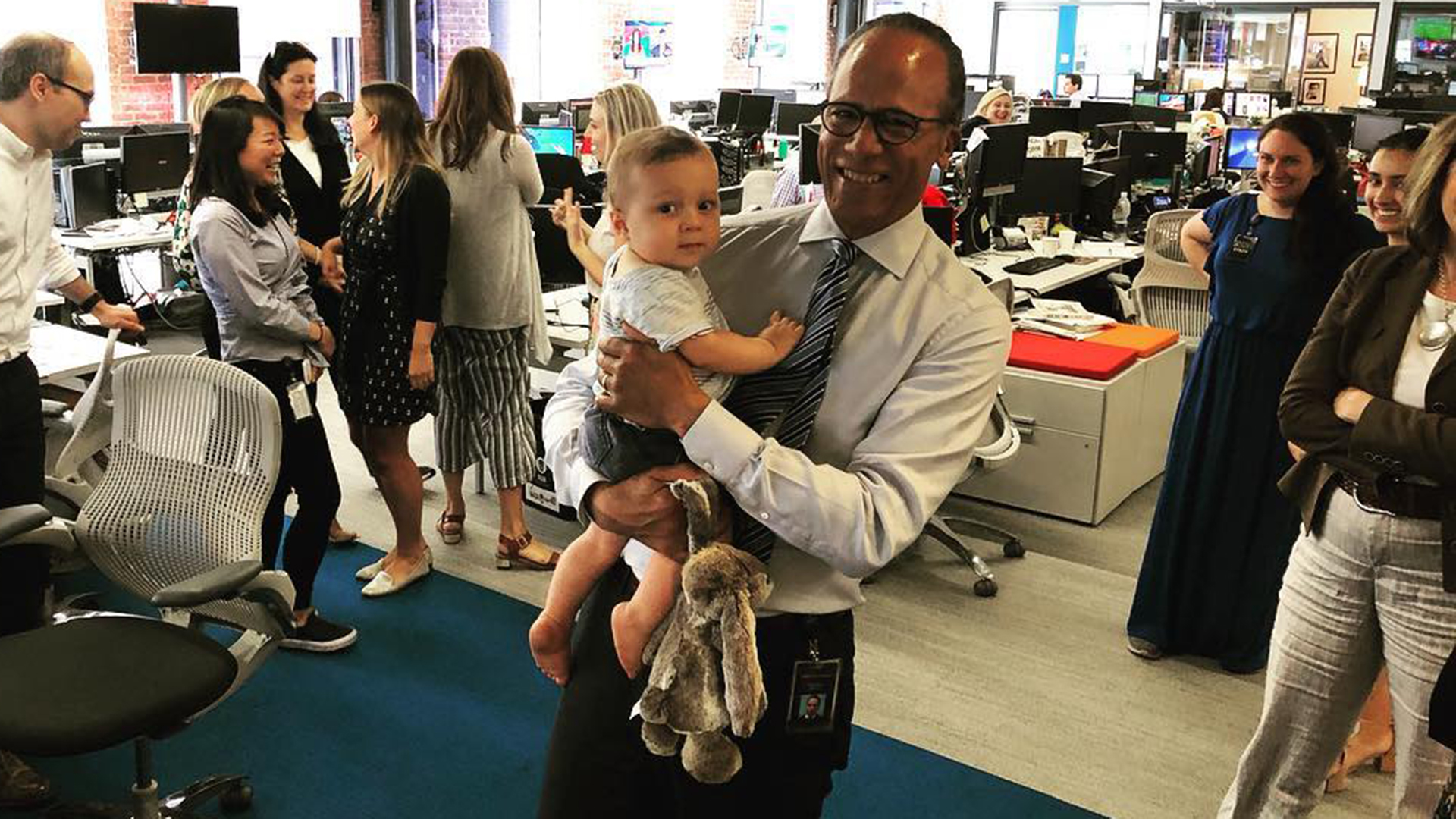 Lester Holt gets surprise visit from grandson Henry at work