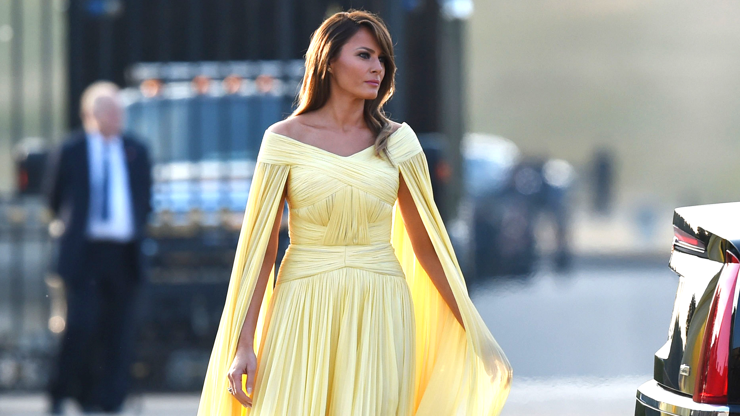 First lady Melania Trump stuns in floaty yellow gown at state dinner ...