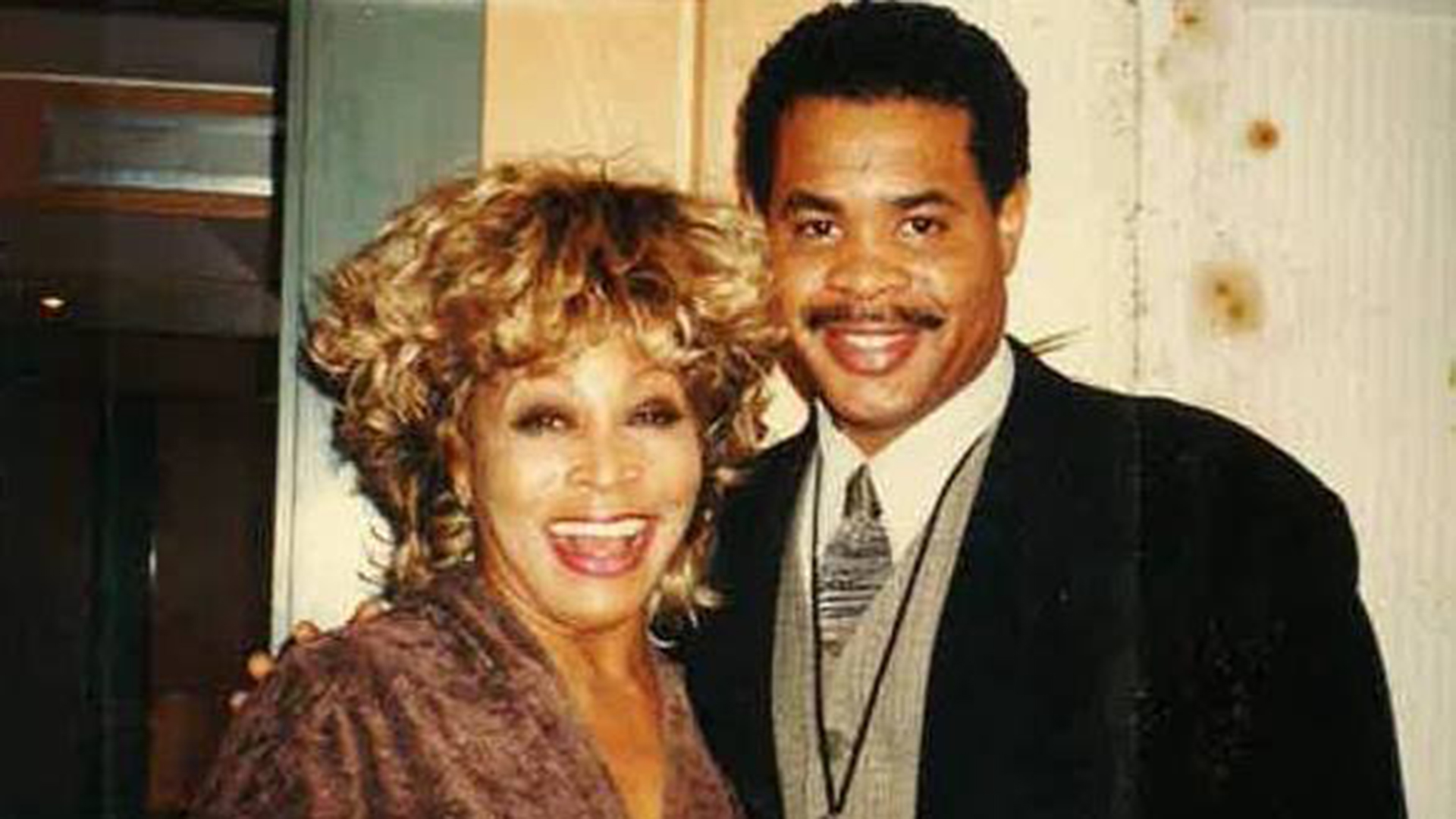 Tina Turner Scatters Son S Ashes From Boat My Saddest Moment As A Mother